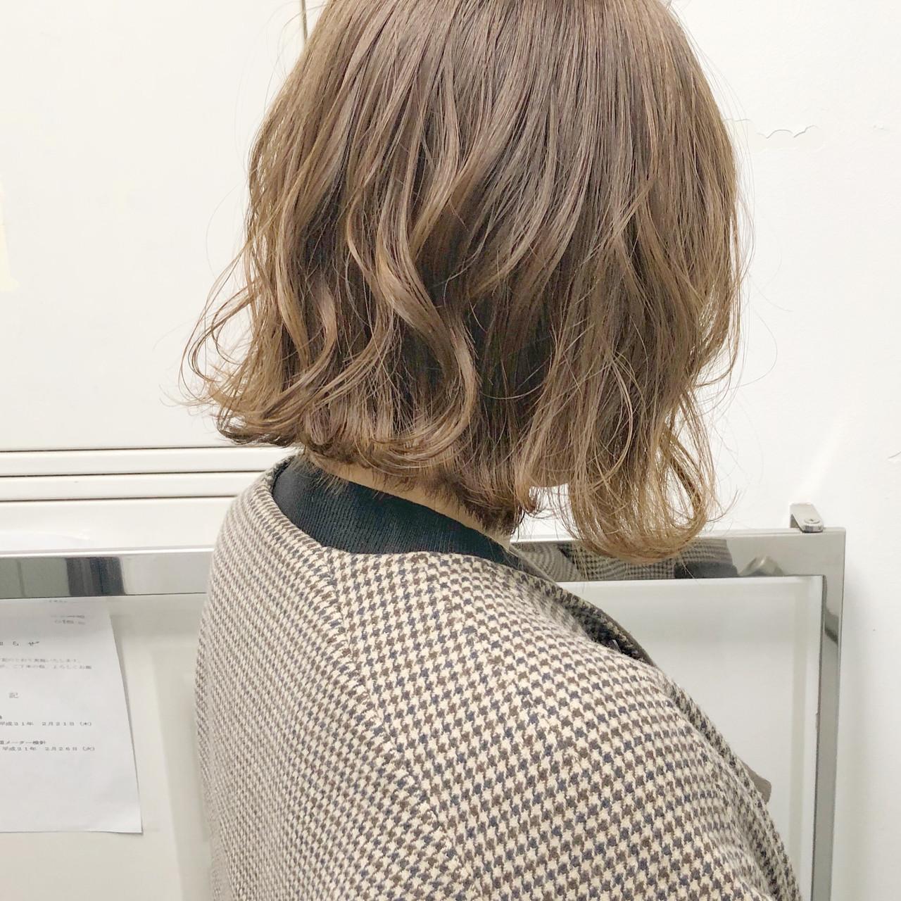 アンニュイほつれヘア 簡単ヘアアレンジ オフィス 大人かわいい ヘアスタイルや髪型の写真・画像