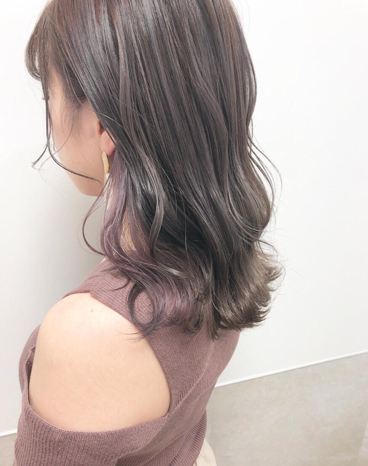 ハイトーンボブ ミディアム インナーカラー ガーリー ヘアスタイルや髪型の写真・画像