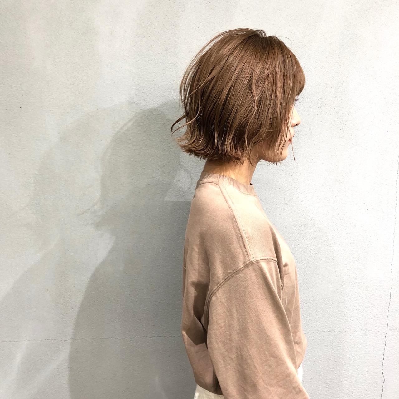 アッシュベージュ 外ハネボブ 簡単スタイリング ナチュラル ヘアスタイルや髪型の写真・画像