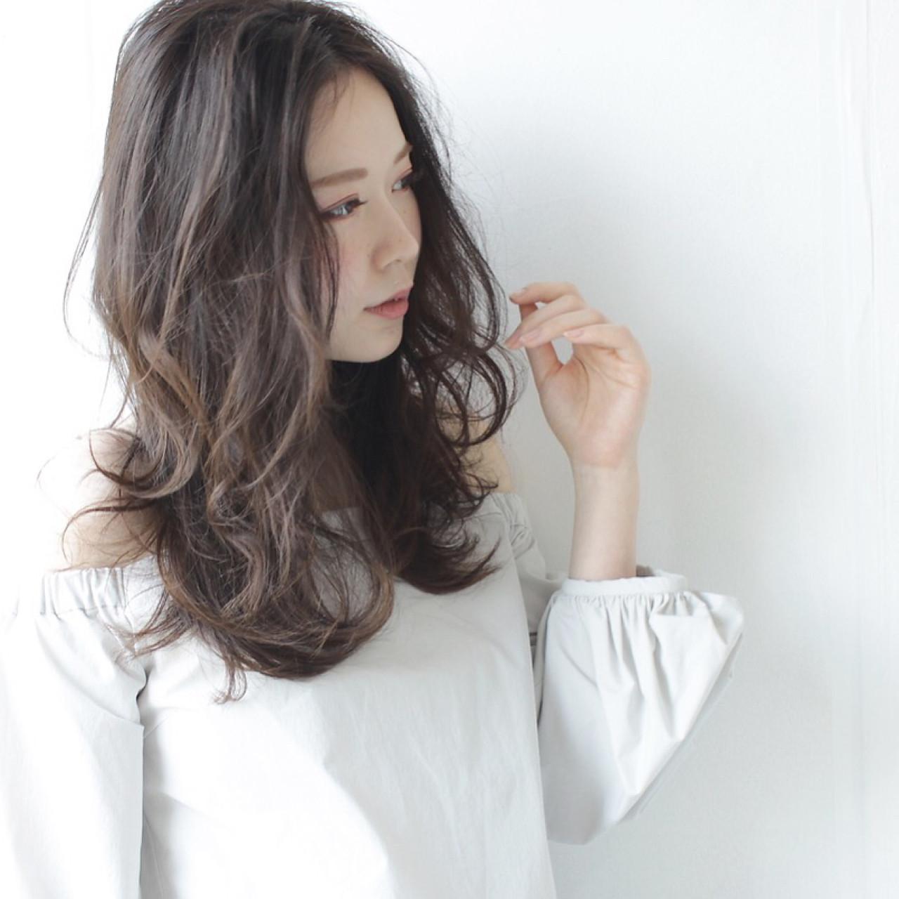 大人女子 アンニュイ フェミニン ウェーブ ヘアスタイルや髪型の写真・画像