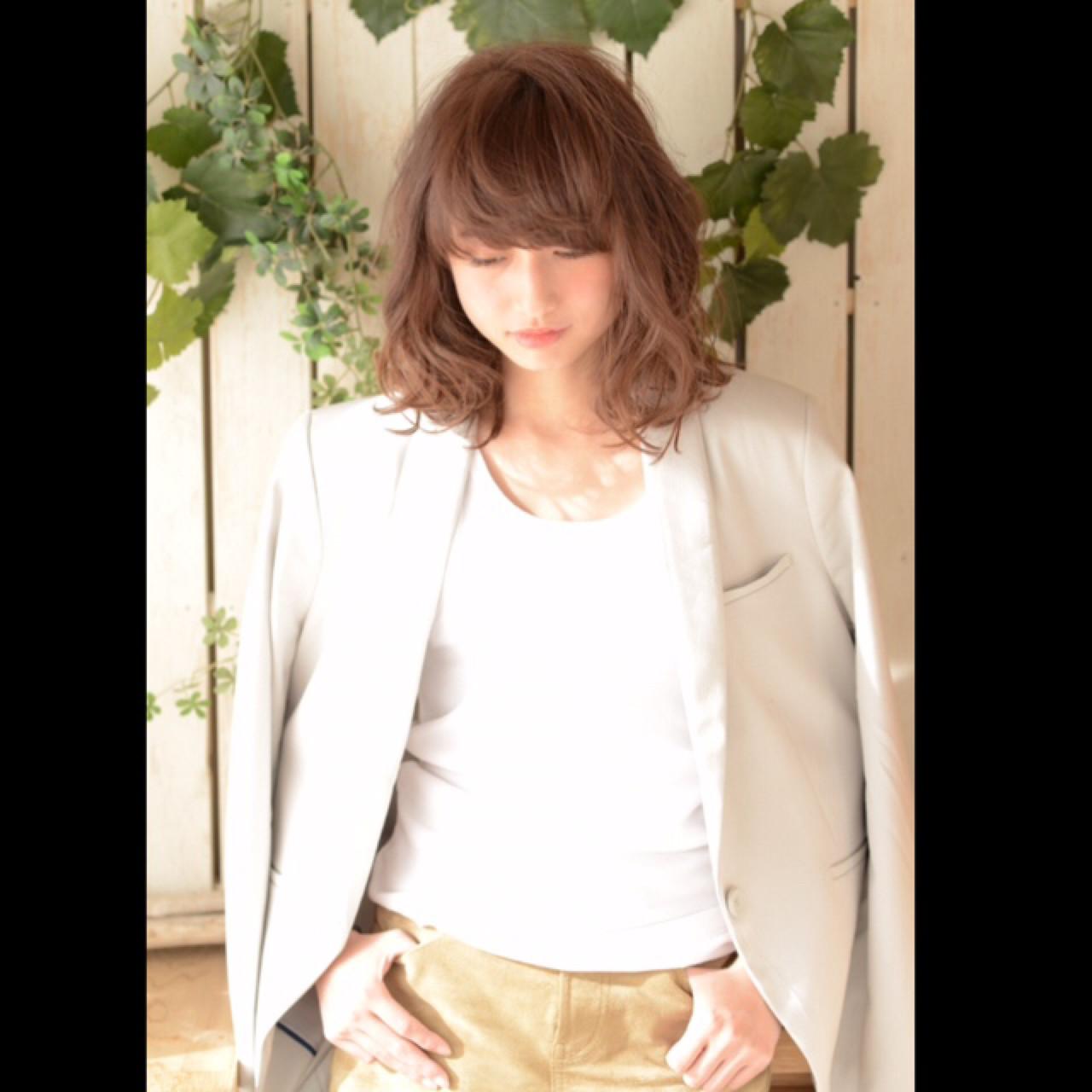 フェミニン ミディアム ハイライト 大人かわいい ヘアスタイルや髪型の写真・画像 | 矢作 信人 / Allure omotesando