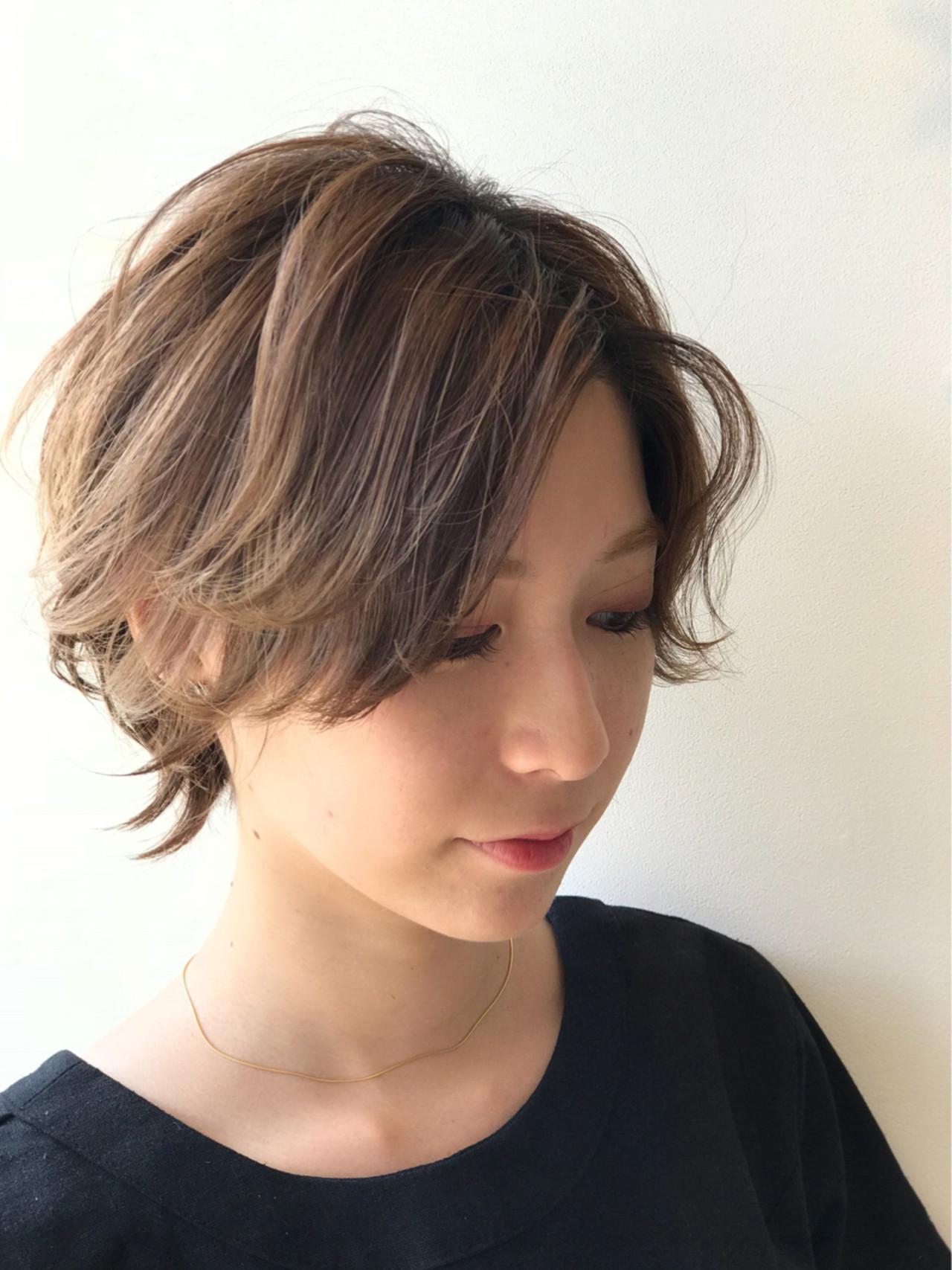 デート ショート ガーリー ハイライト ヘアスタイルや髪型の写真・画像   戸井田真幸 / cercle