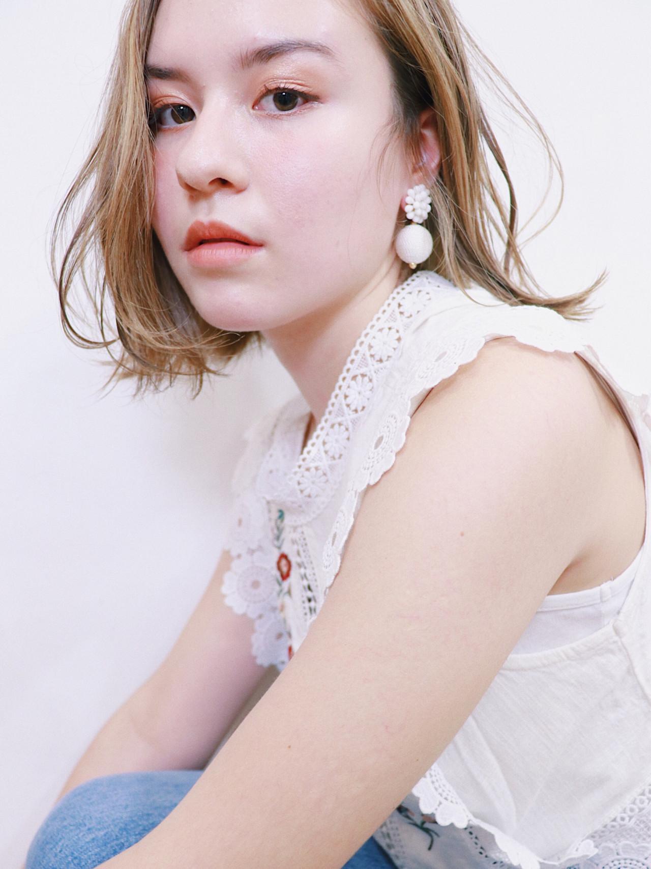 セミロング ミルクティーベージュ 透明感 外国人風カラー ヘアスタイルや髪型の写真・画像