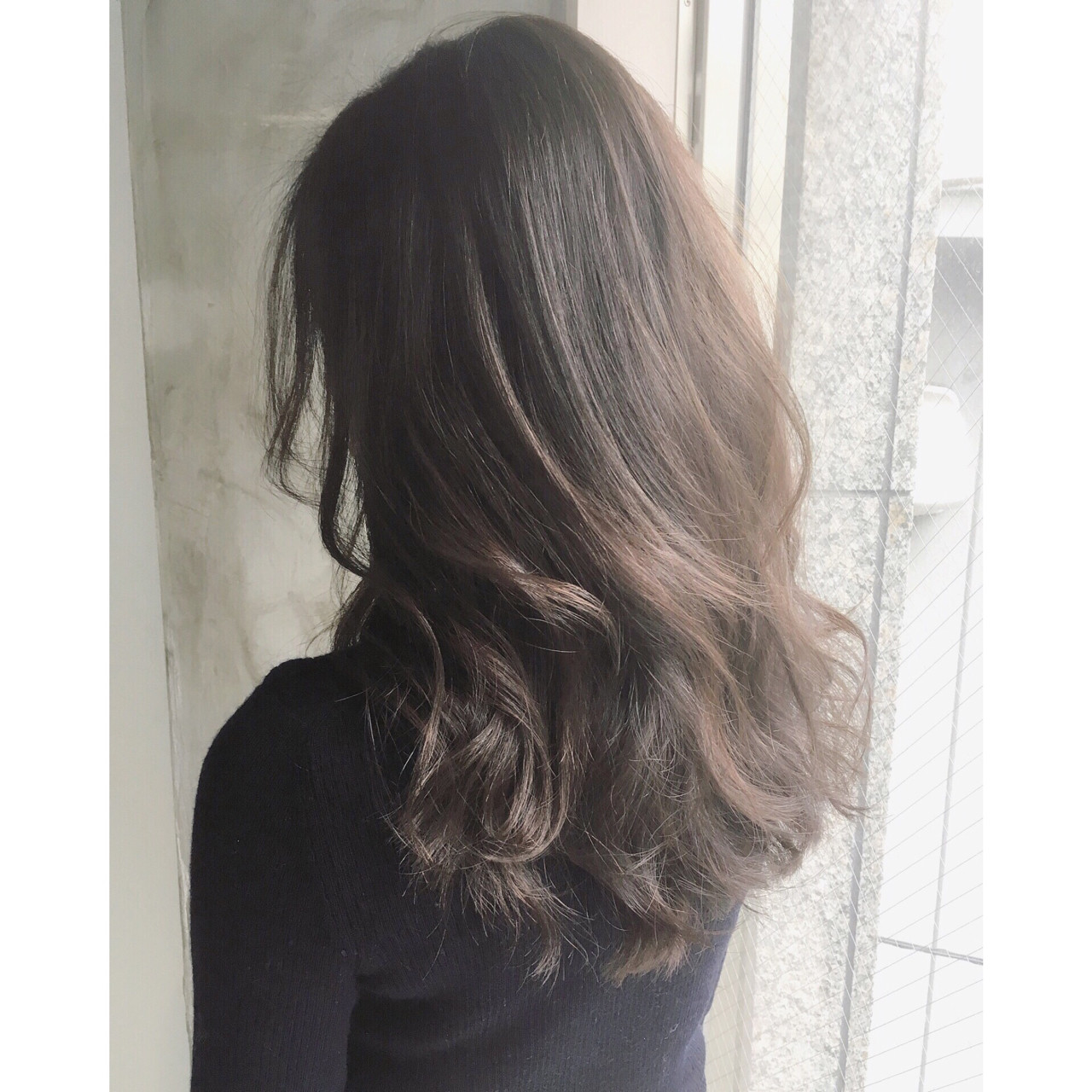 ミルクティー パーマ 大人女子 セミロング ヘアスタイルや髪型の写真・画像