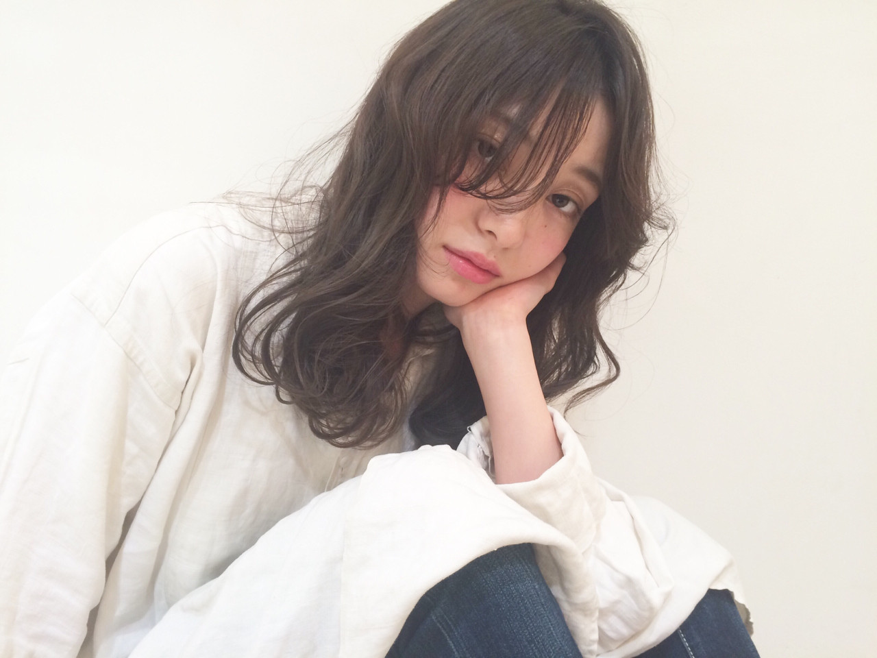 くせ毛風 ナチュラル ロング 外国人風 ヘアスタイルや髪型の写真・画像   hashimoto/LOUIE / LOUIE