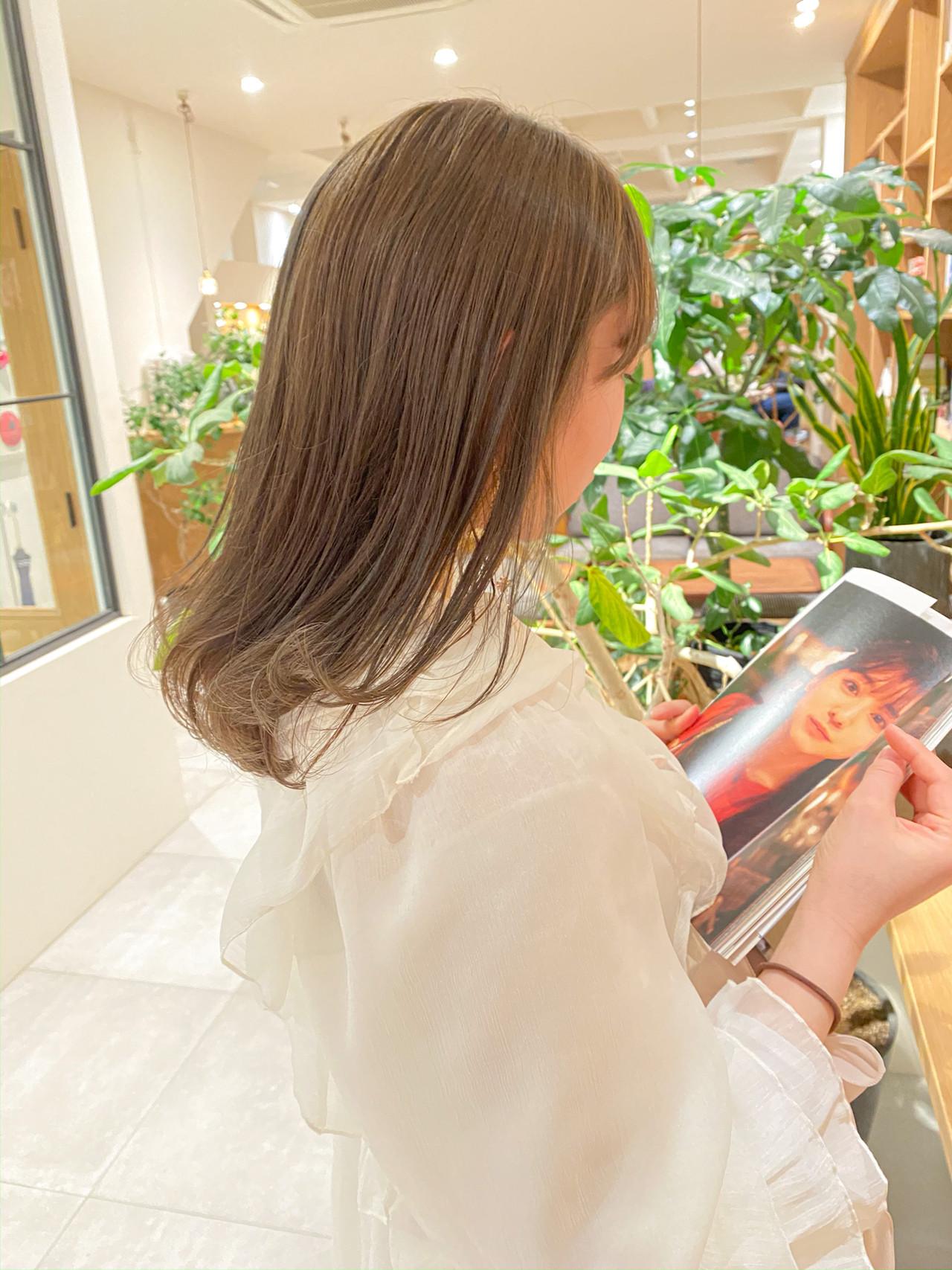 ミルクティーグレージュ セミロング ブリーチなし グレージュ ヘアスタイルや髪型の写真・画像 | 村西 郁人 / rue