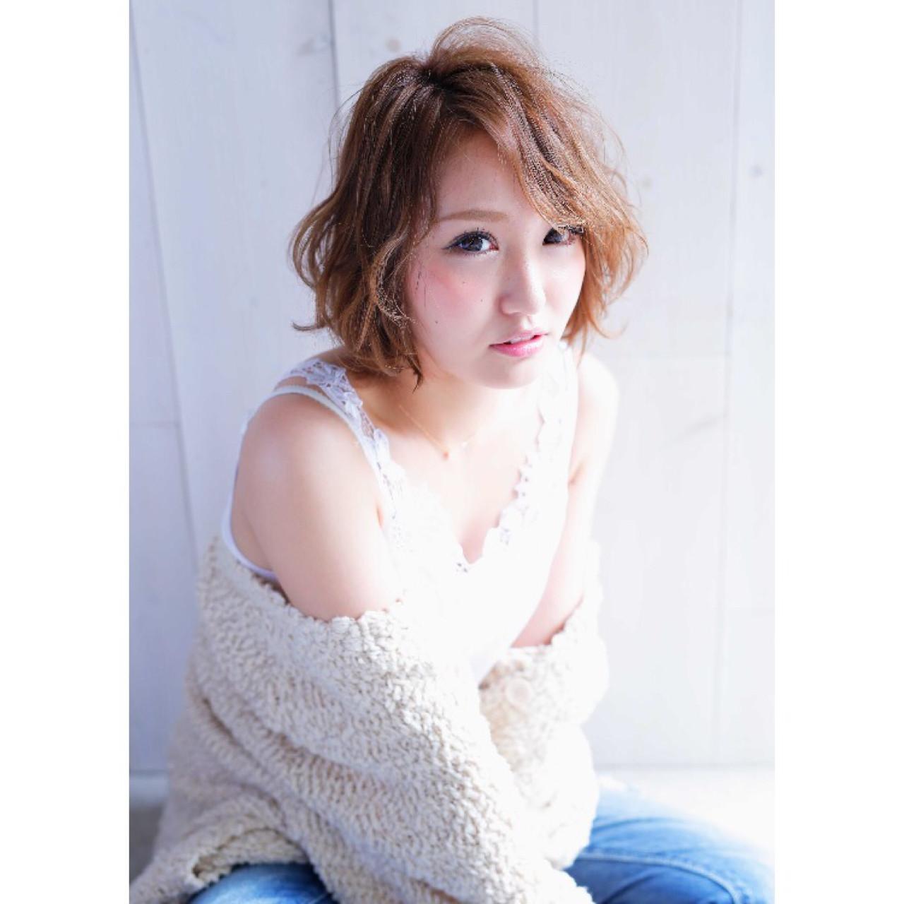 アンニュイ ガーリー 外ハネ ショート ヘアスタイルや髪型の写真・画像 | 松本 航大 / MERCI