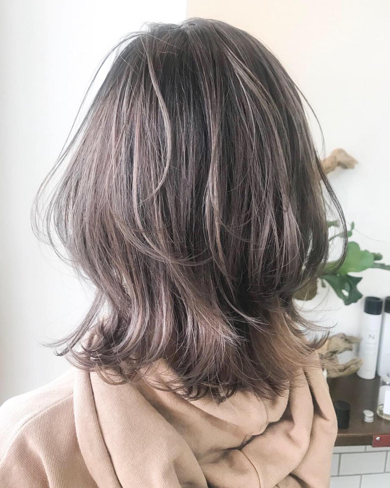 ラベンダーアッシュ ミディアム ナチュラル ニュアンスウルフ ヘアスタイルや髪型の写真・画像 | Akane Ueda / Chillin Room