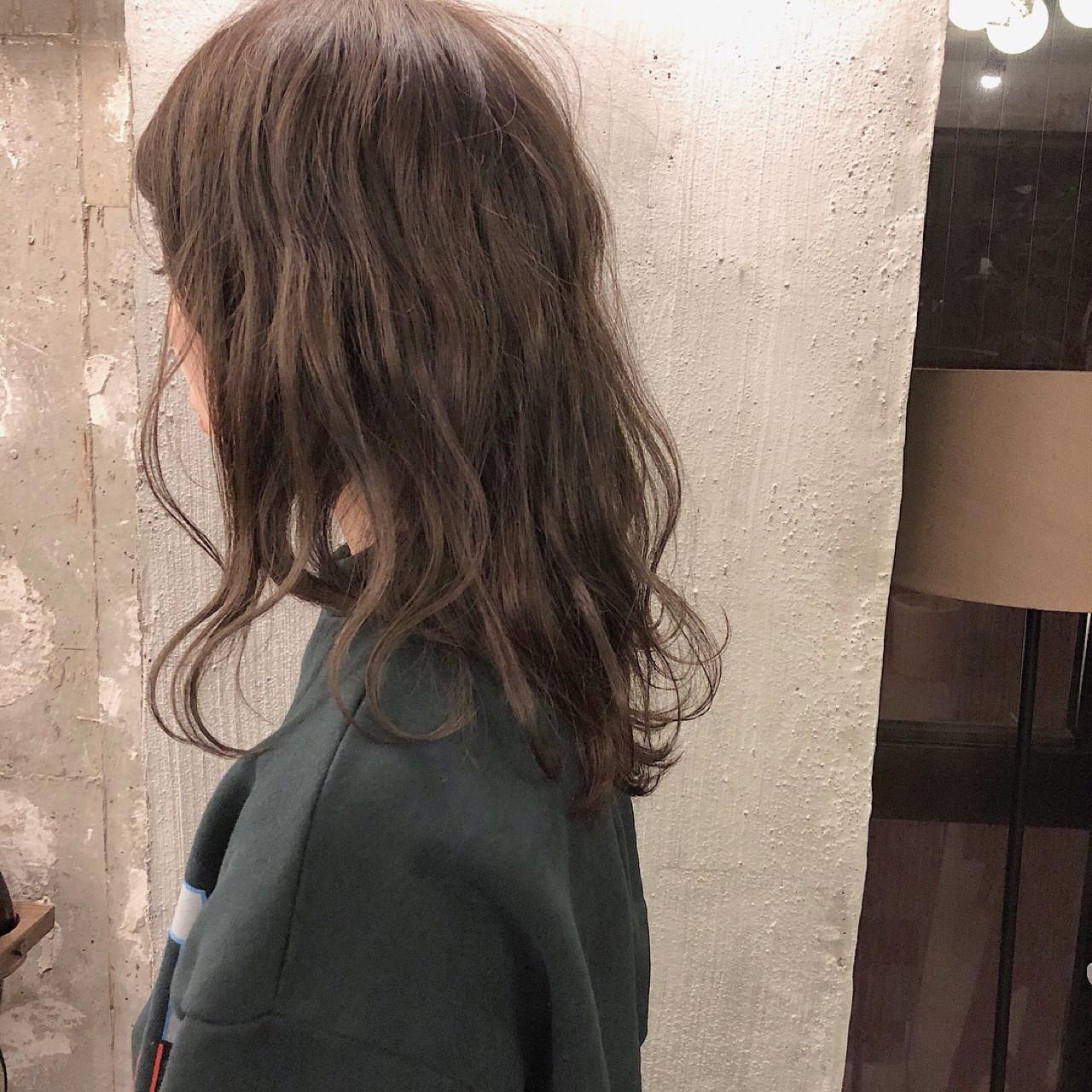 オフィス セミロング 外国人風カラー デート ヘアスタイルや髪型の写真・画像