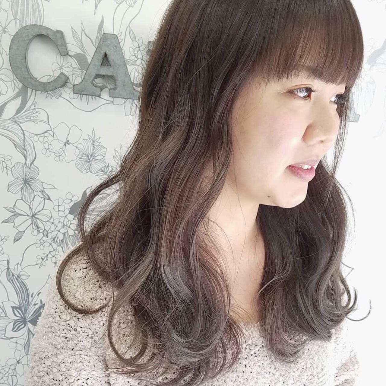 フェミニン グレージュ インナーカラー ハイライト ヘアスタイルや髪型の写真・画像