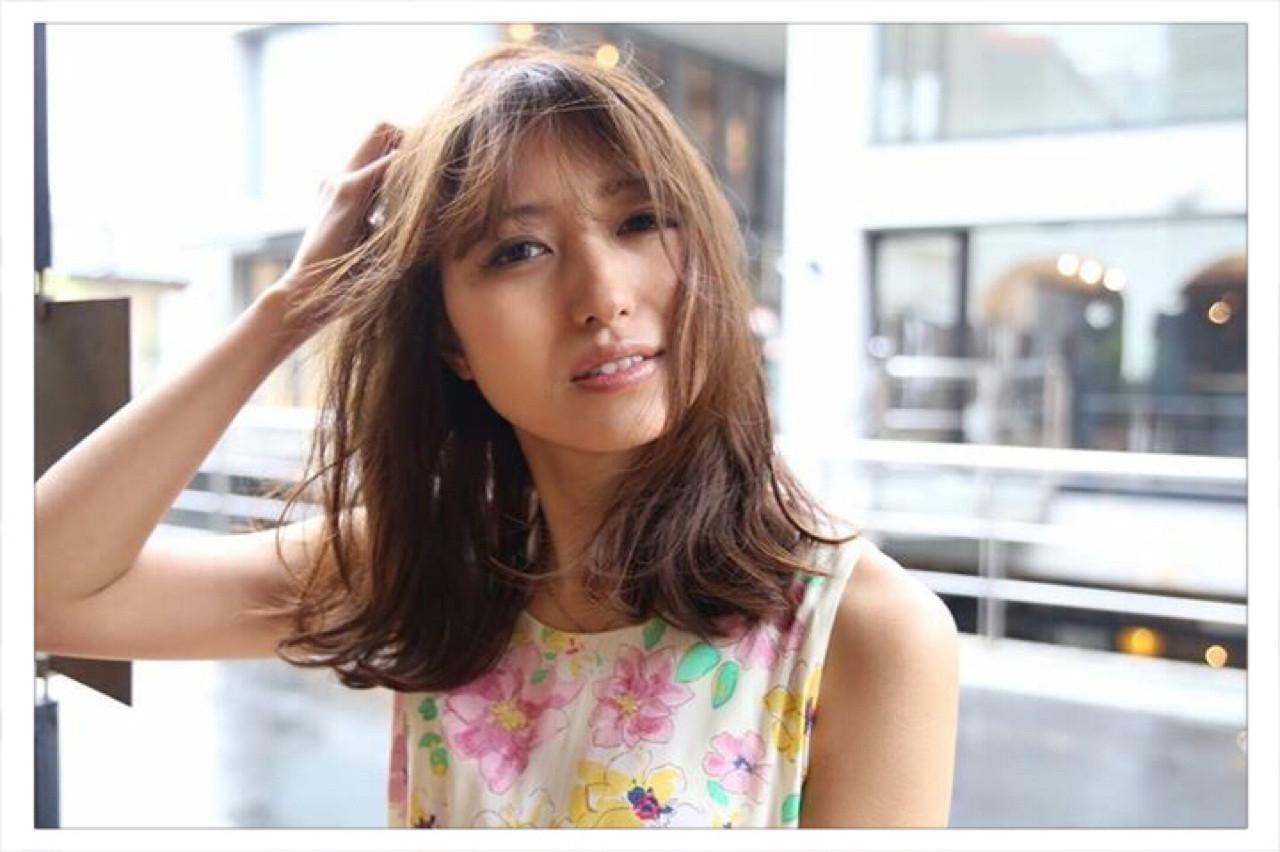 ストリート 外国人風 グレージュ アッシュ ヘアスタイルや髪型の写真・画像
