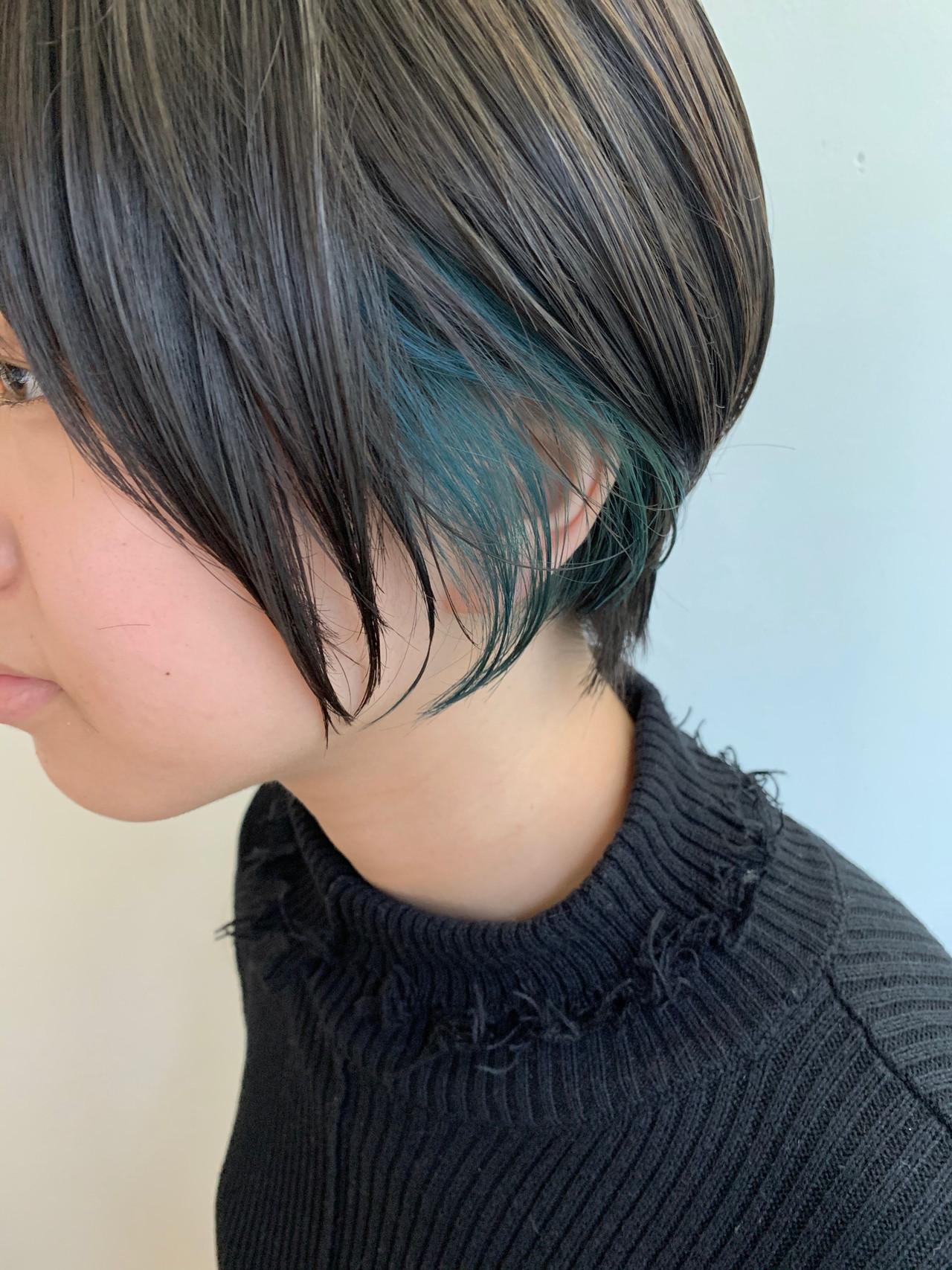 ネイビーブルー フェミニン ショート インナーブルー ヘアスタイルや髪型の写真・画像