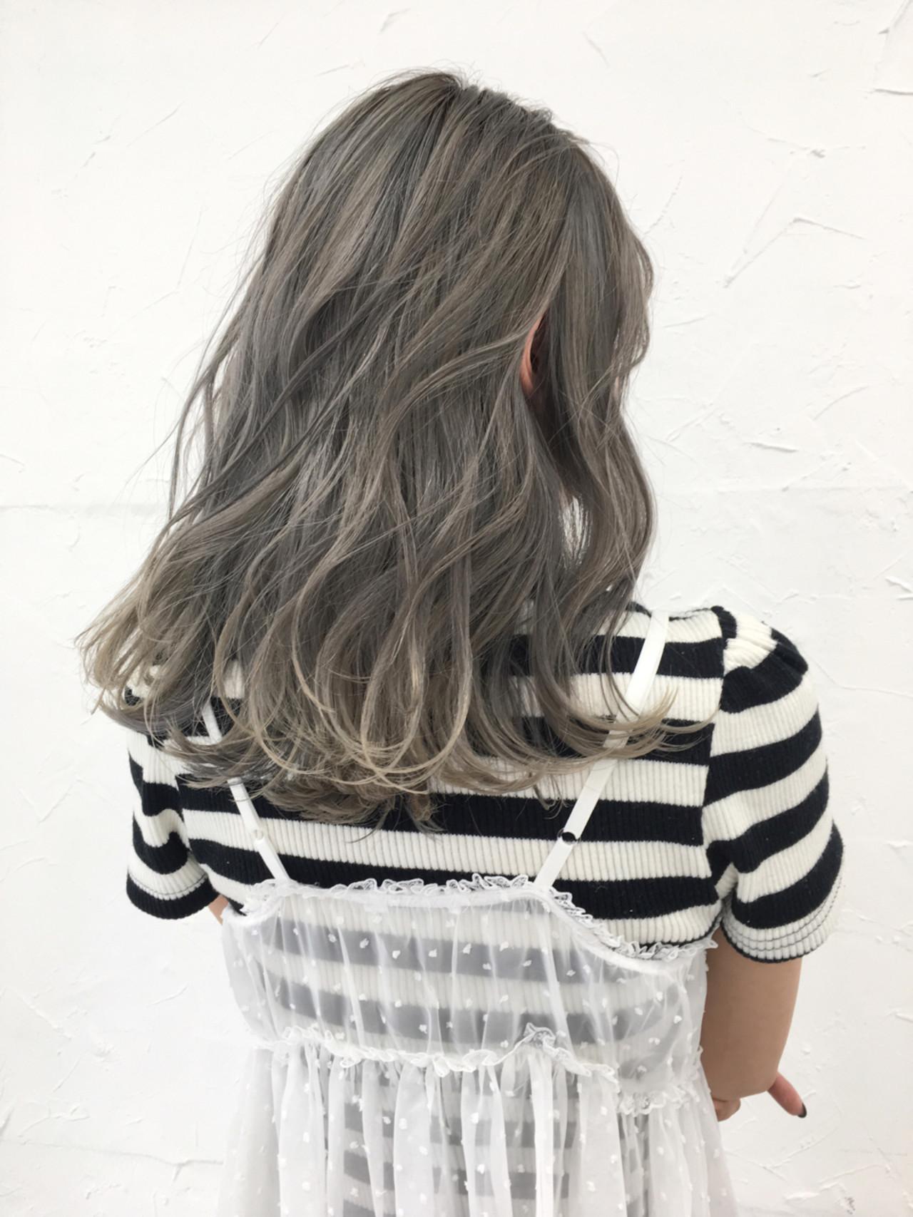 アッシュ ホワイトアッシュ ホワイト 秋 ヘアスタイルや髪型の写真・画像