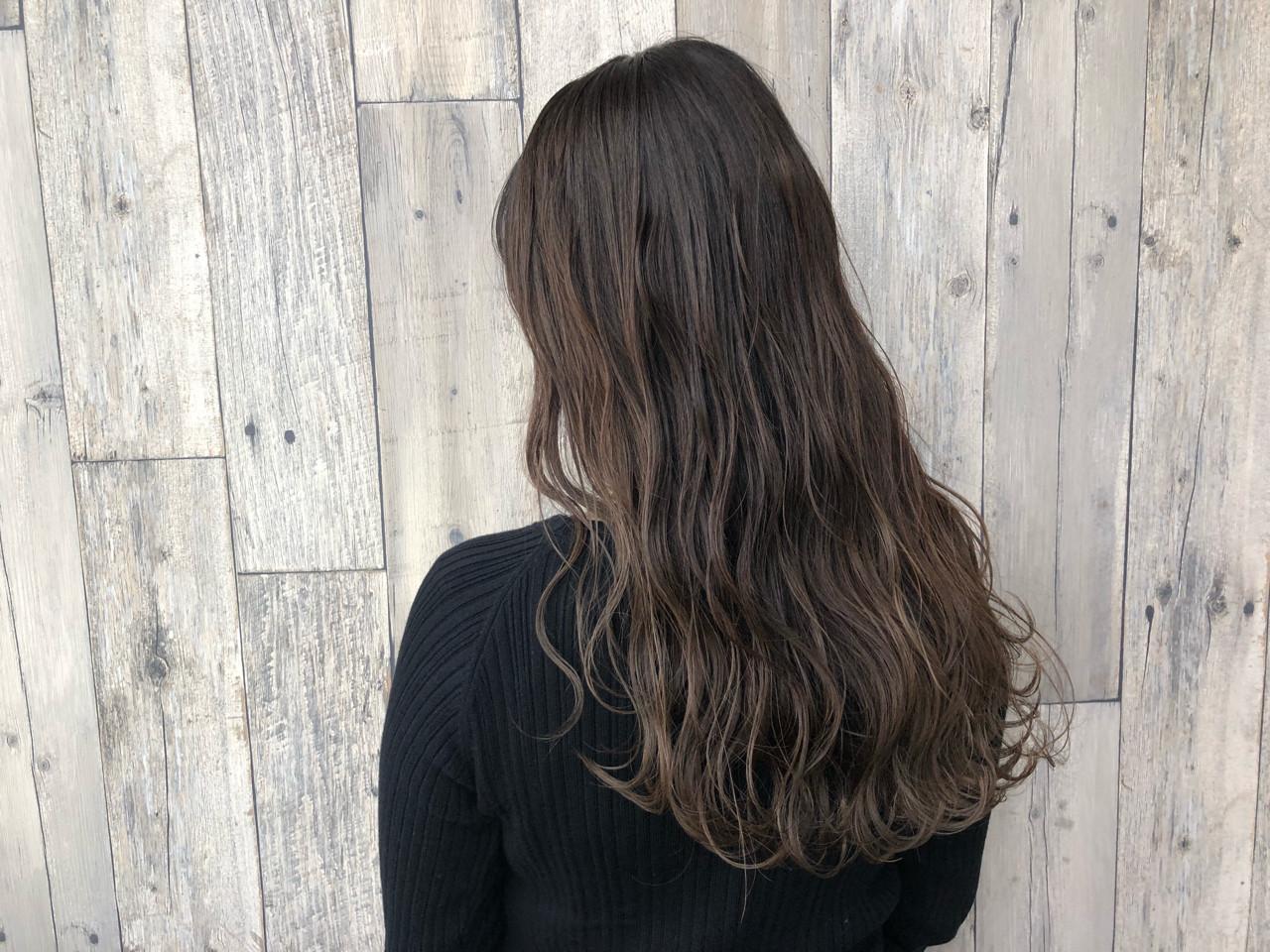 アッシュ エレガント ロング 上品 ヘアスタイルや髪型の写真・画像