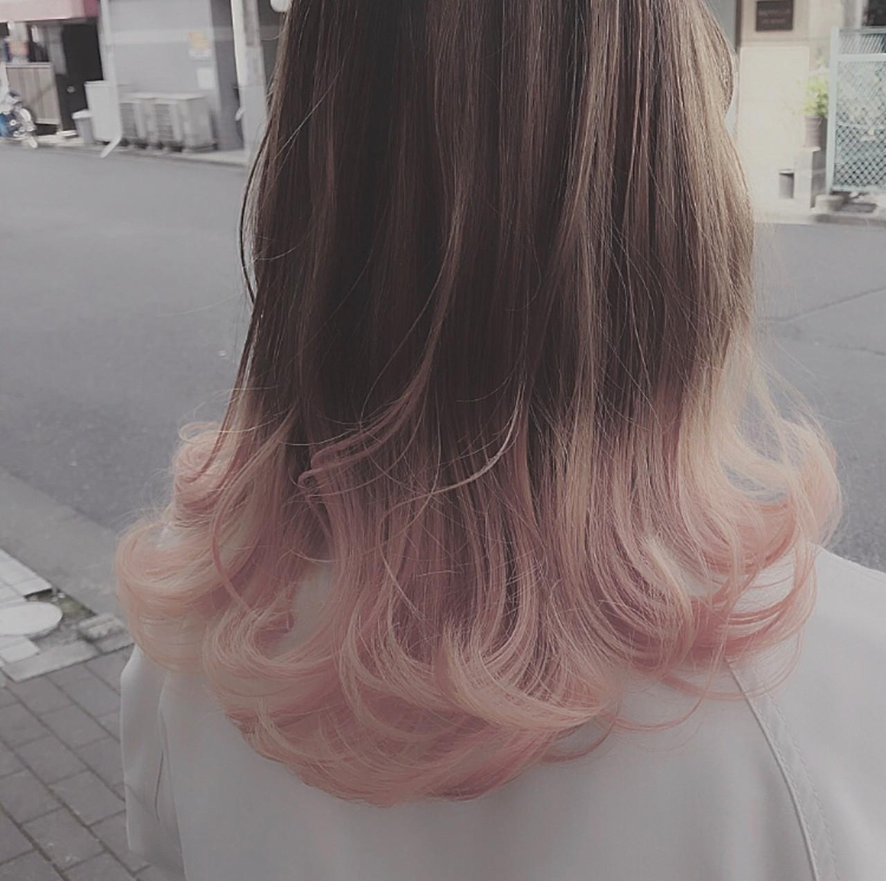 ピンクベージュ ハイトーンカラー ピンクアッシュ グラデーションカラー ヘアスタイルや髪型の写真・画像