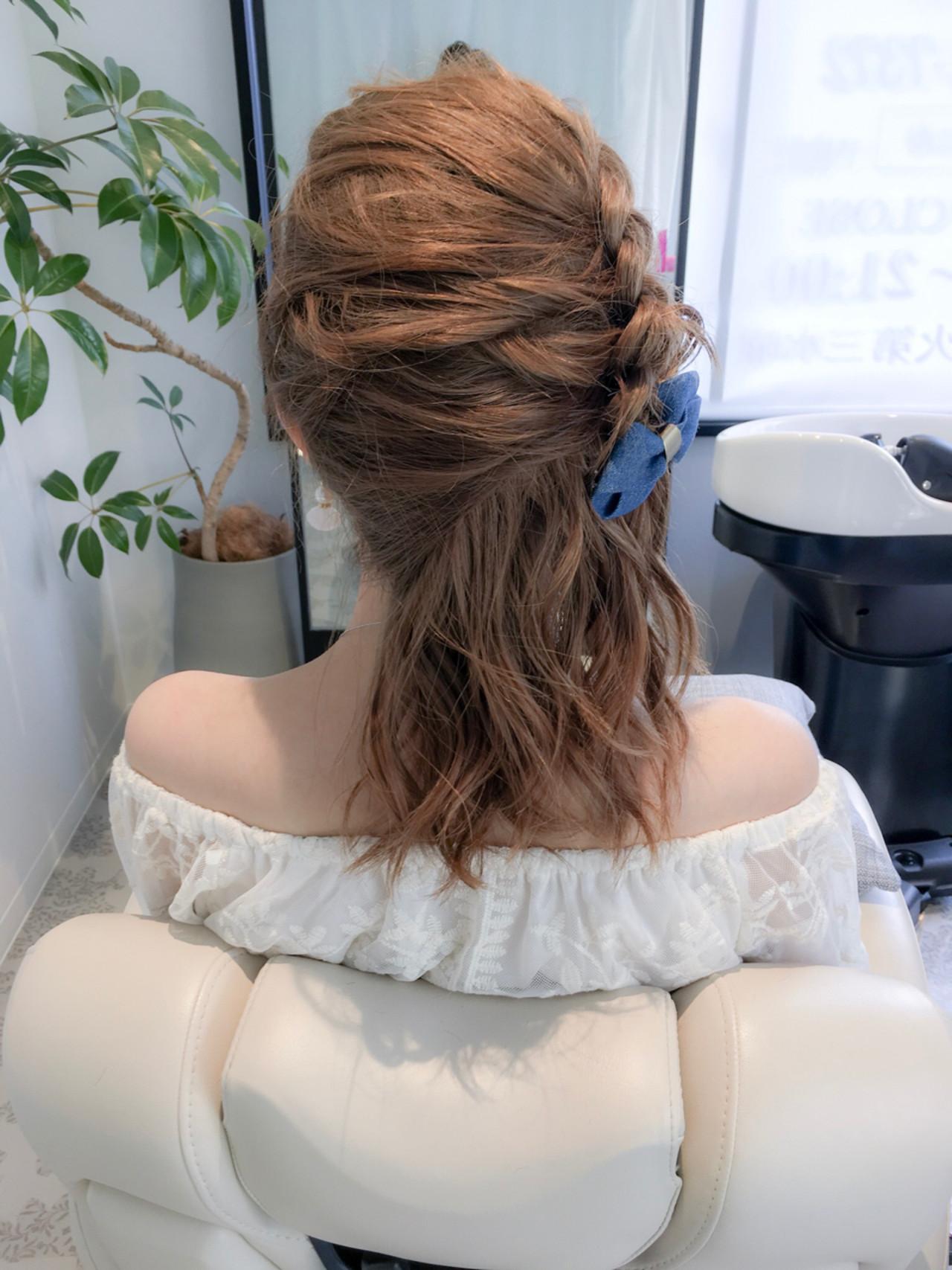 ガーリー ハーフアップ アウトドア 編み込み ヘアスタイルや髪型の写真・画像