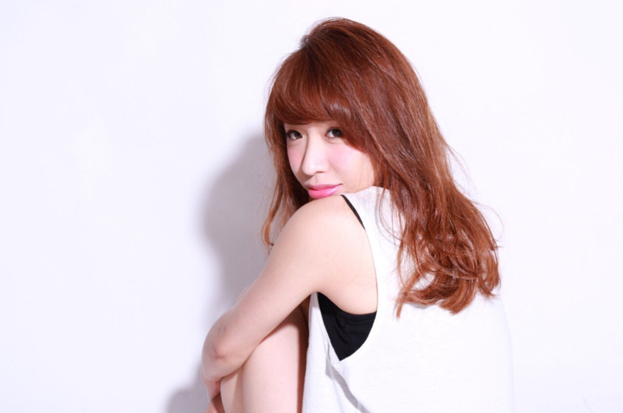 前髪あり オレンジ セミロング ゆるふわ ヘアスタイルや髪型の写真・画像