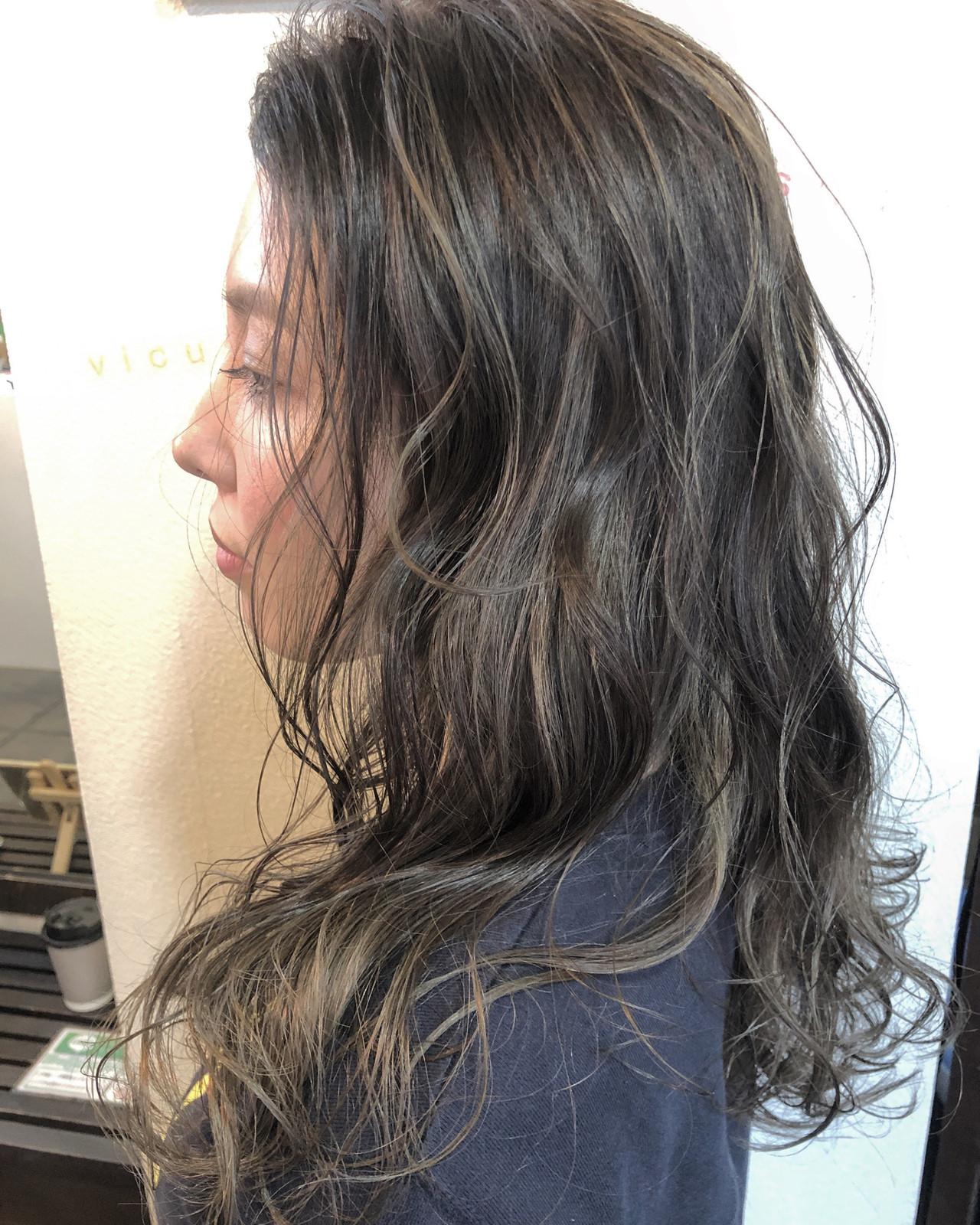 ロング アンニュイほつれヘア ハイライト 外国人風カラー ヘアスタイルや髪型の写真・画像