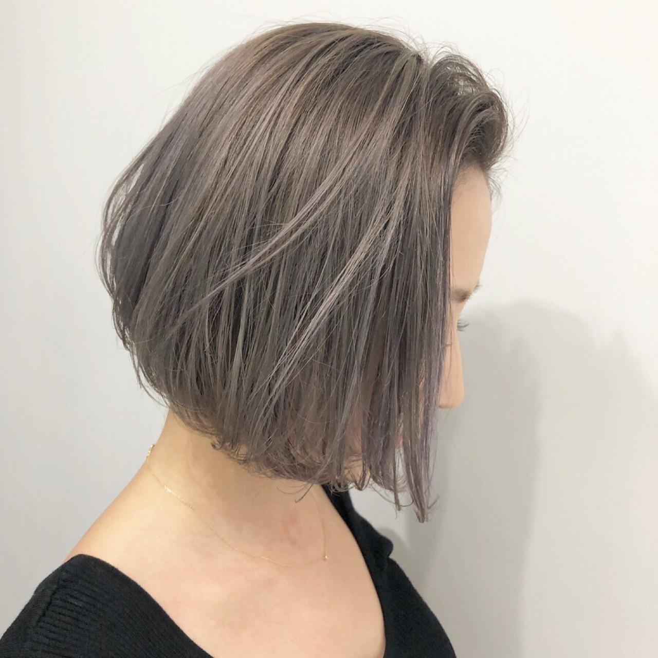 アッシュ ボブ ストリート グレージュ ヘアスタイルや髪型の写真・画像 | AKANE / LOGUE