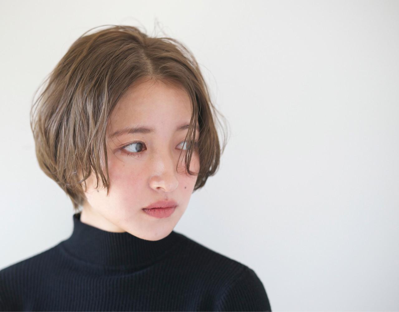 アッシュ リラックス 小顔 グレージュ ヘアスタイルや髪型の写真・画像