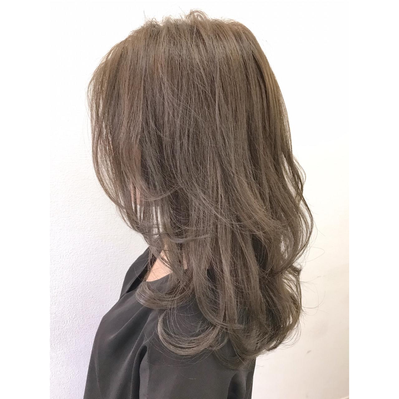 グレージュ リラックス アッシュ ウェーブ ヘアスタイルや髪型の写真・画像 | 山本裕之 / rewrite
