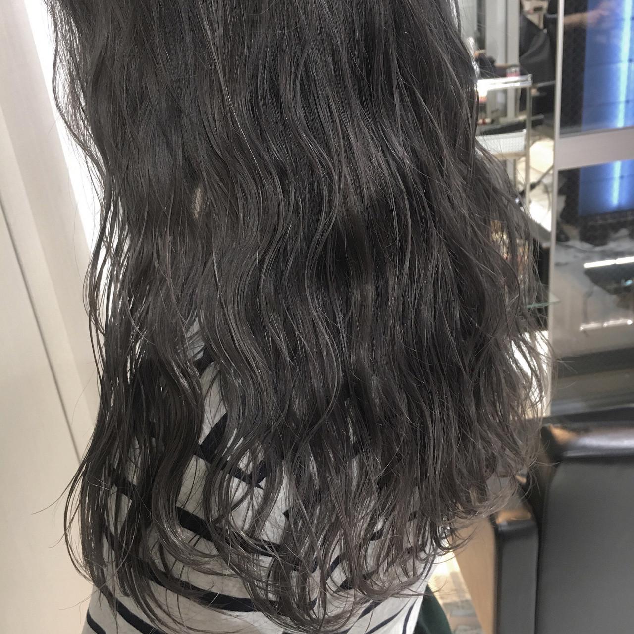 外国人風 グラデーションカラー グレー 透明感 ヘアスタイルや髪型の写真・画像