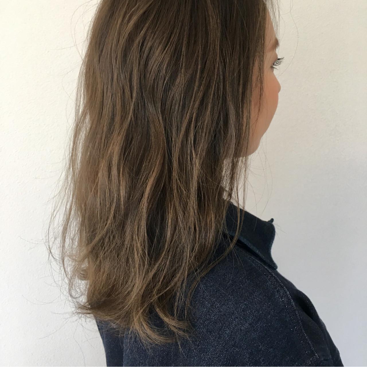 ナチュラル ハイライト 外国人風カラー アッシュ ヘアスタイルや髪型の写真・画像