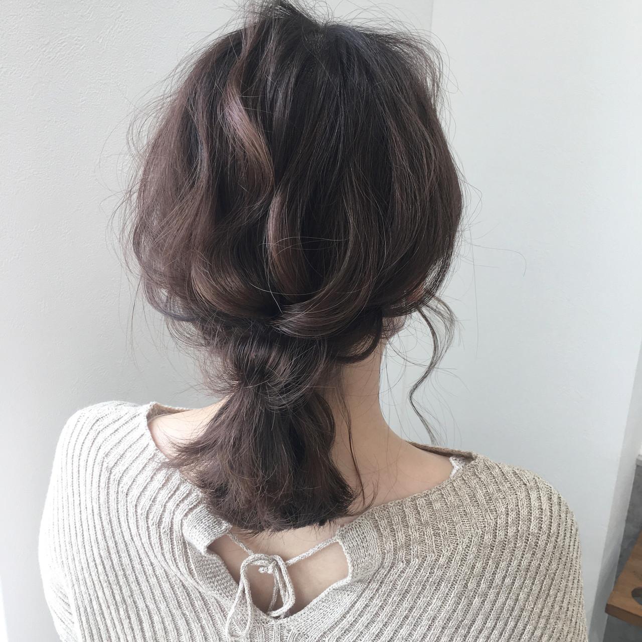アッシュベージュ ローポニーテール ローポニー ベージュ ヘアスタイルや髪型の写真・画像