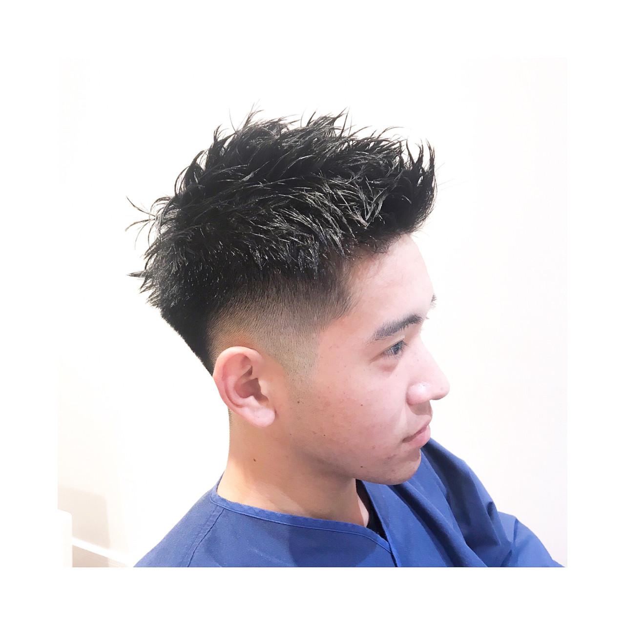 前髪を立ち上げたメンズベリーショートヘア