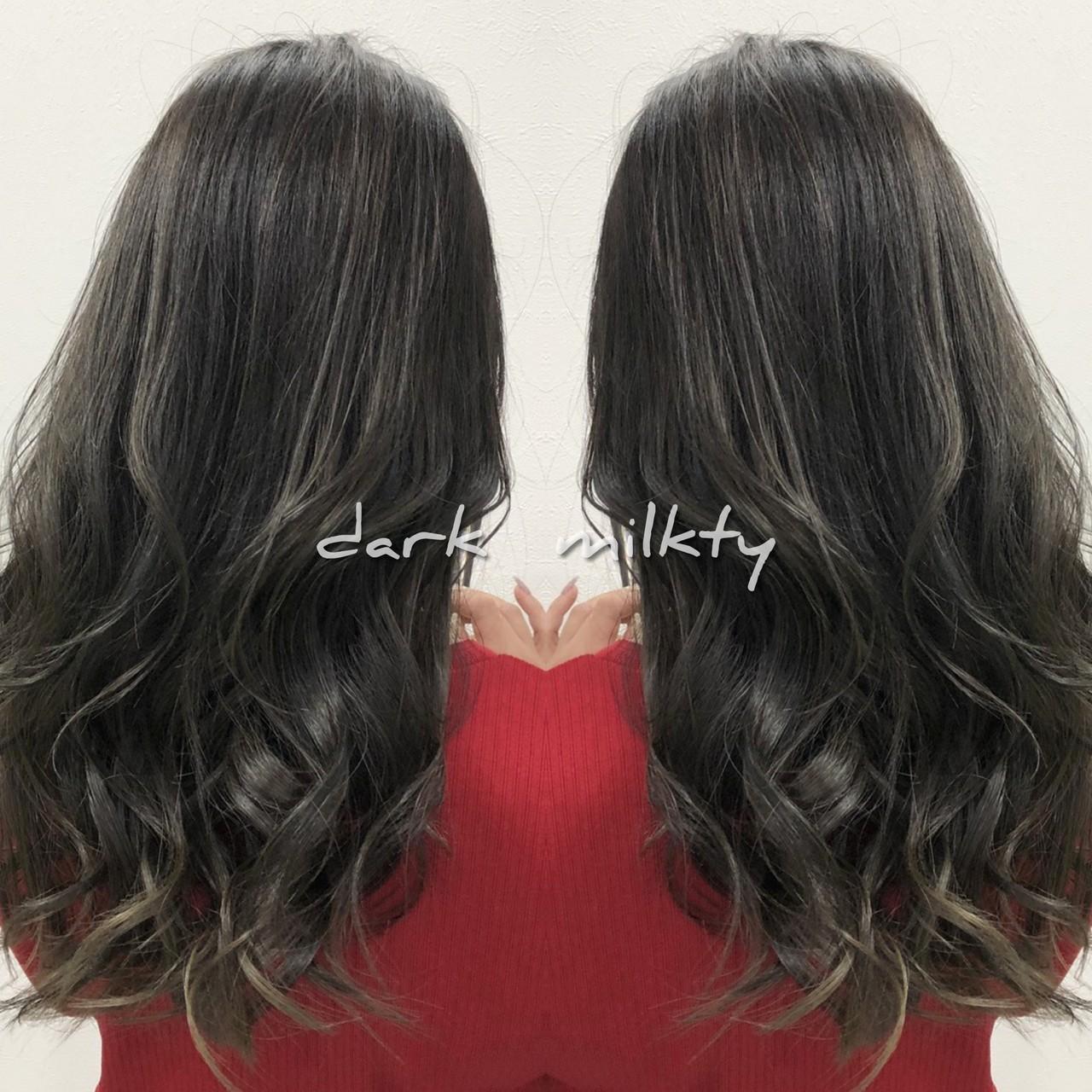 ダークグレー ロング バレイヤージュ 3Dハイライト ヘアスタイルや髪型の写真・画像