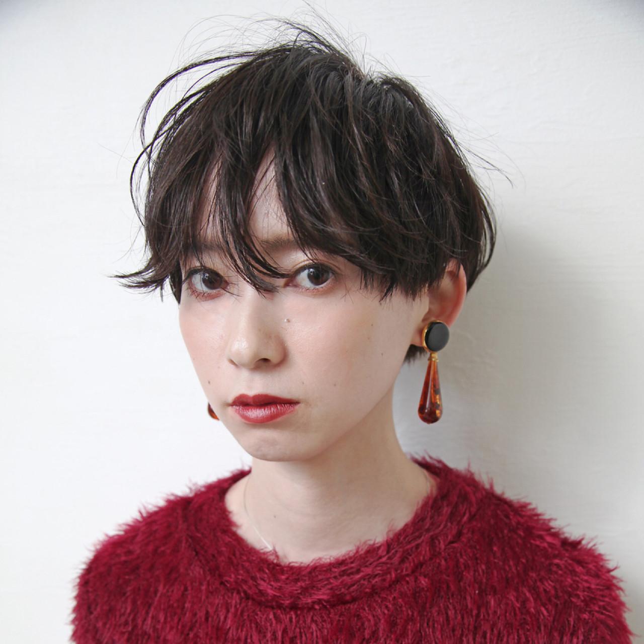 女子力 ショート グレージュ 暗髪 ヘアスタイルや髪型の写真・画像 | 畑山拓也 / Baco.