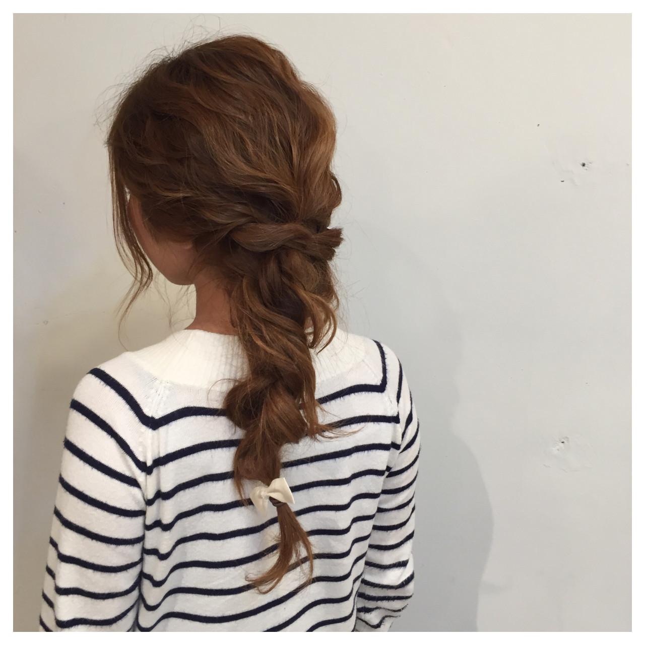 ポニーテール セミロング ヘアアレンジ 波ウェーブ ヘアスタイルや髪型の写真・画像