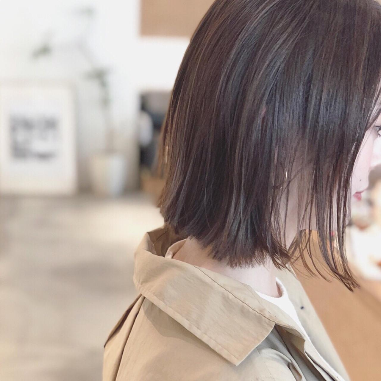 ミディアム アッシュグレージュ グレージュ ナチュラル ヘアスタイルや髪型の写真・画像