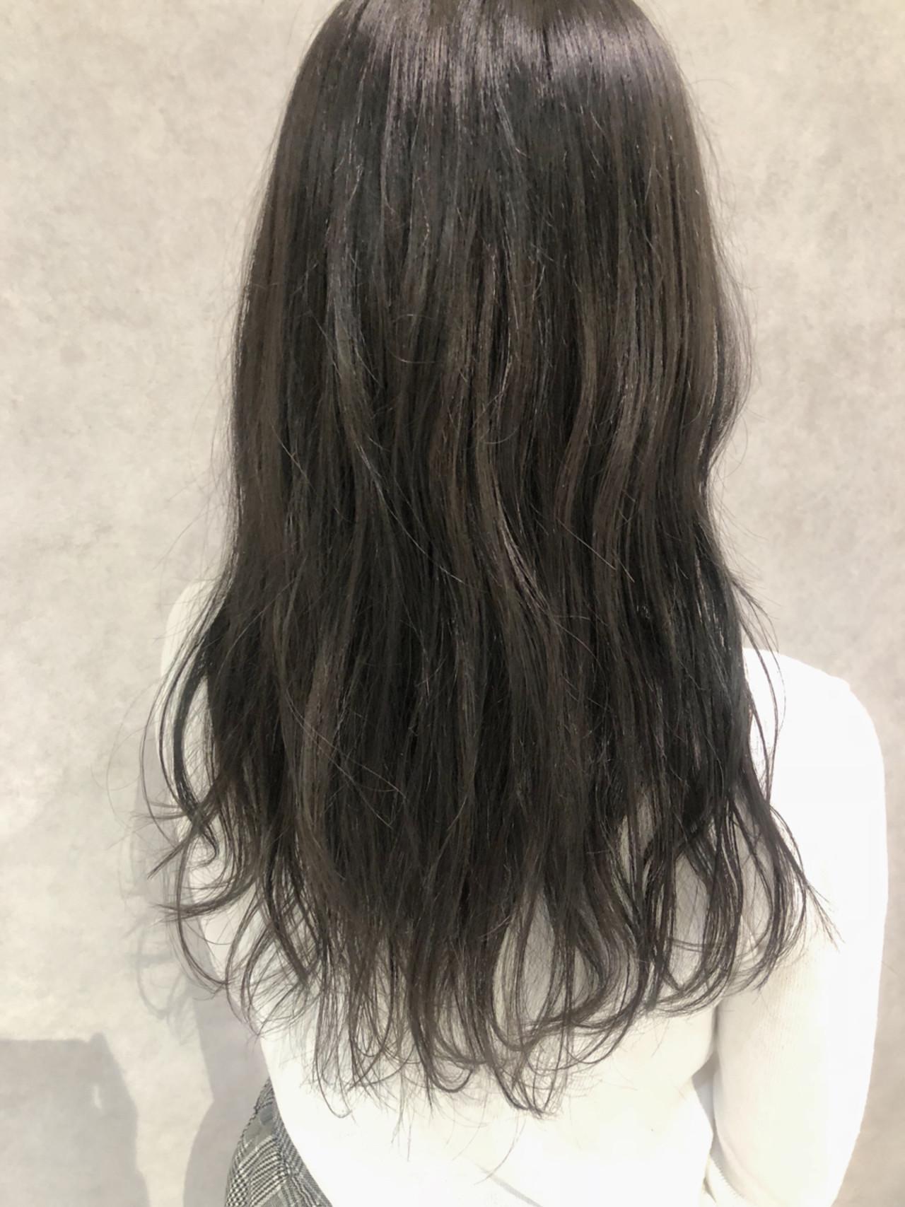 セミロング デート ベージュ 透明感 ヘアスタイルや髪型の写真・画像