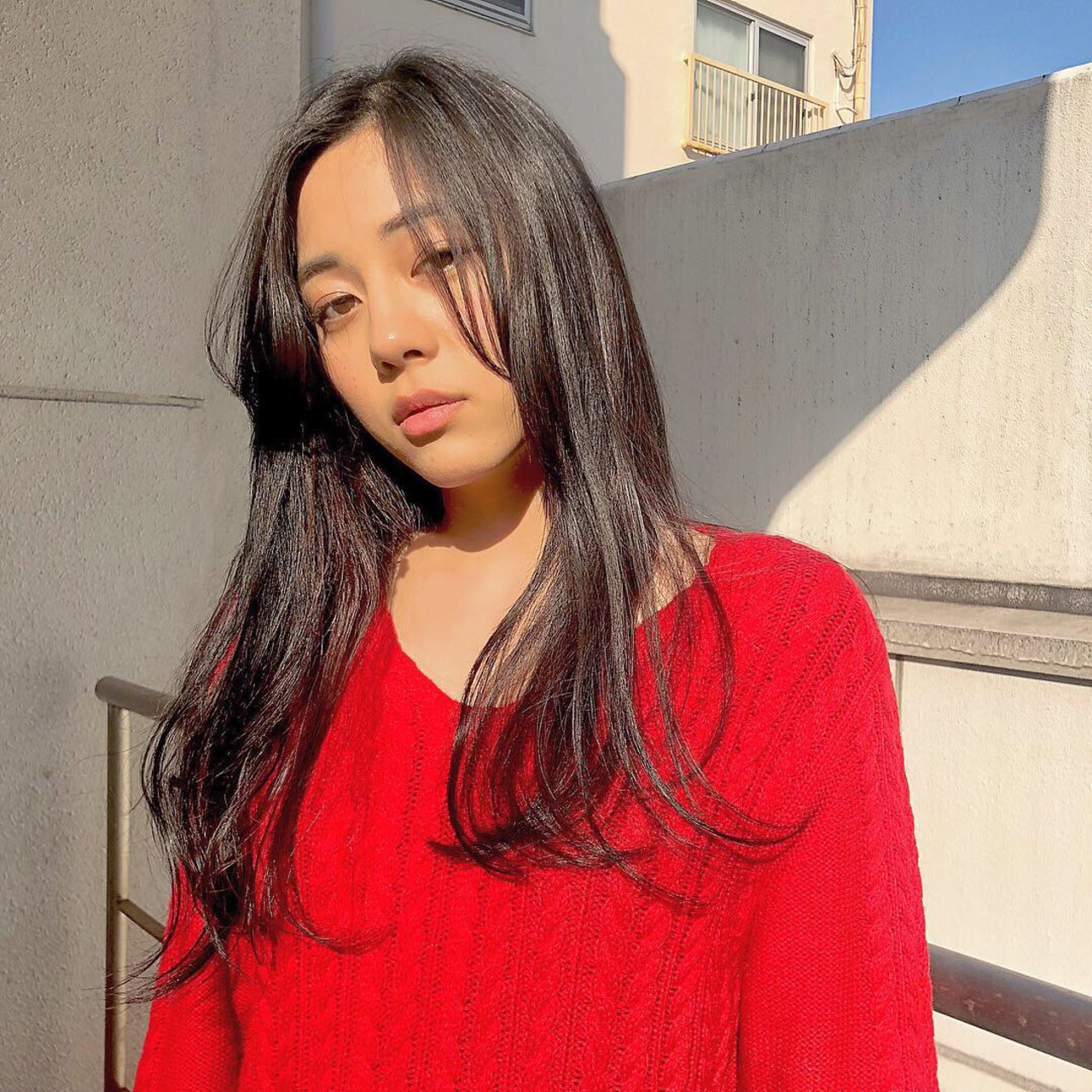 インナーカラー セミロング インナーカラー赤 ワンカール ヘアスタイルや髪型の写真・画像