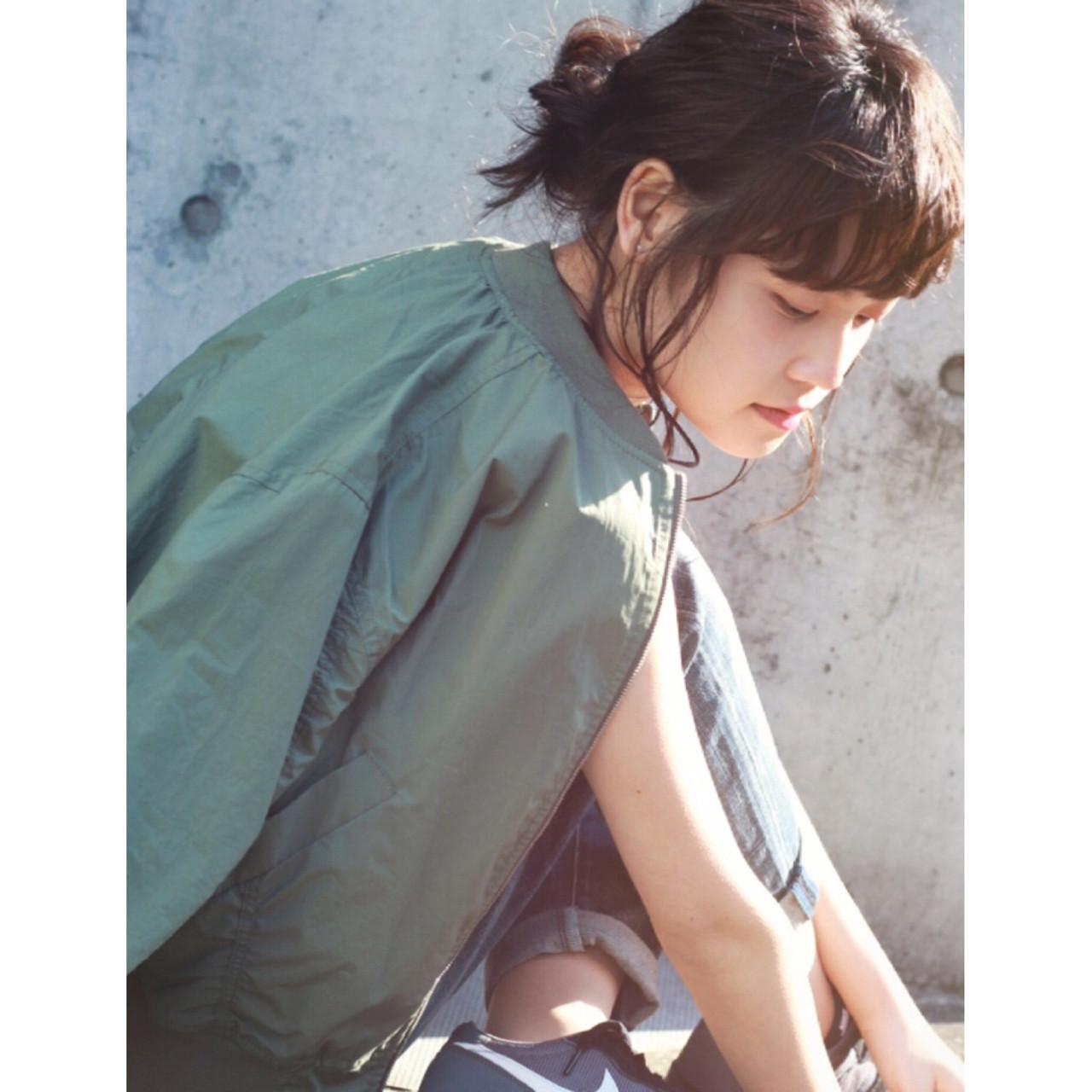 お団子 簡単ヘアアレンジ ショート セミロング ヘアスタイルや髪型の写真・画像   亀川 祐果 / TRUMP