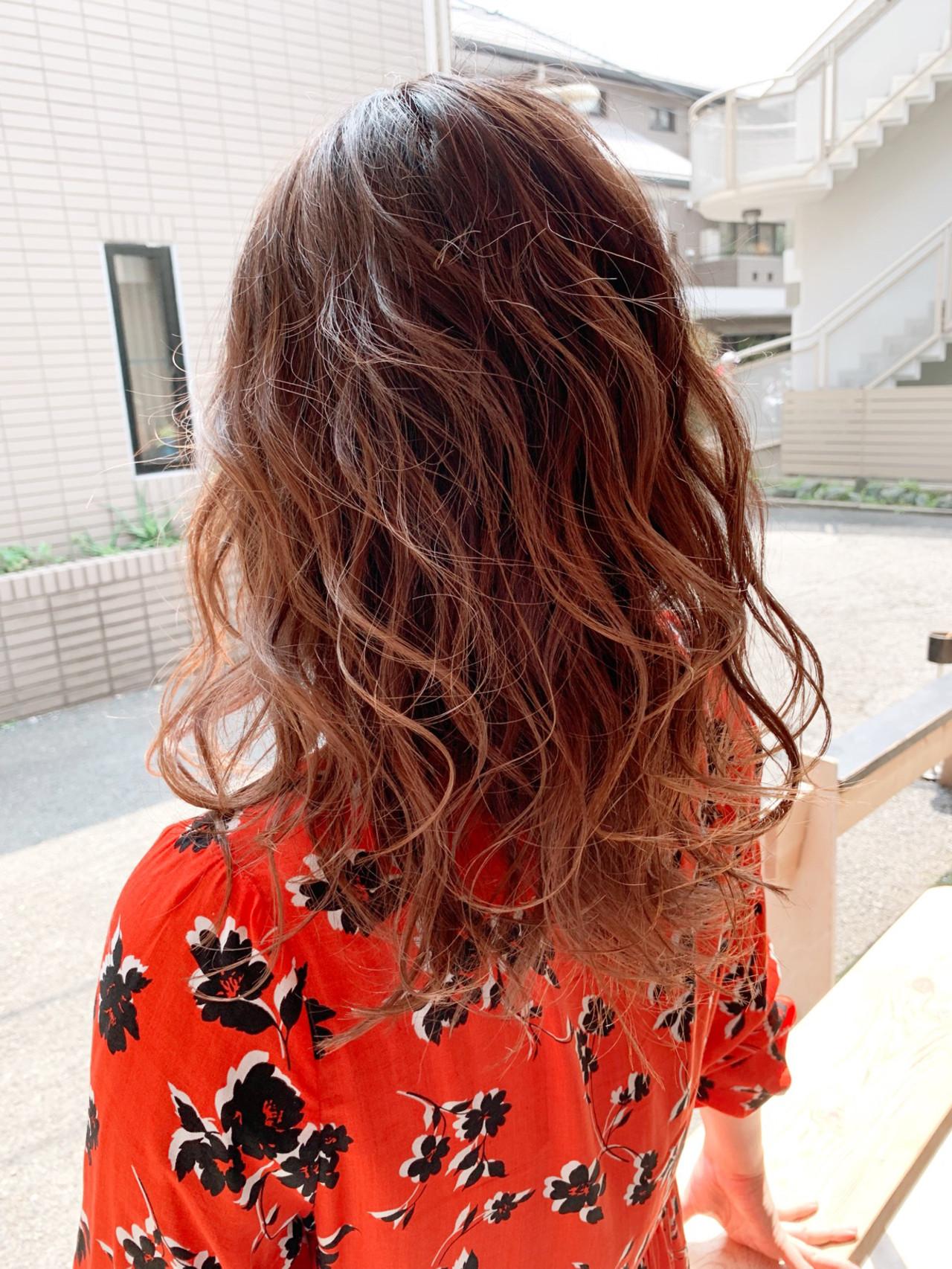 セミロング グラデーション オレンジブラウン グラデーションカラー ヘアスタイルや髪型の写真・画像