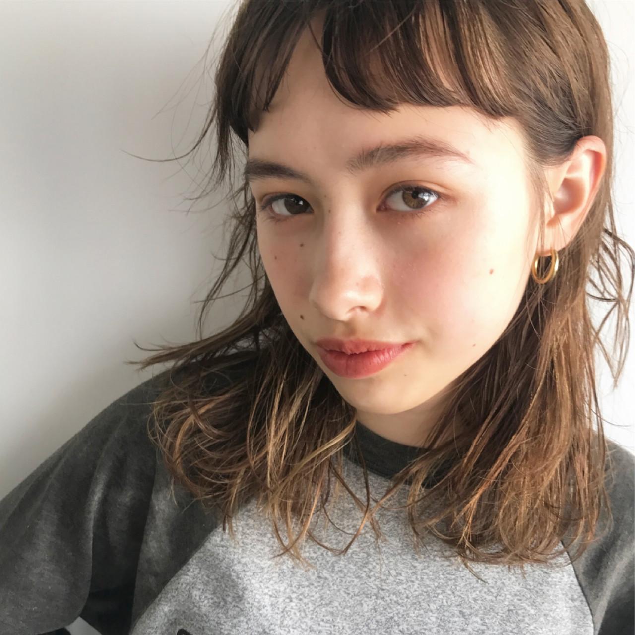 ハイライト 外国人風 ミディアム ナチュラル ヘアスタイルや髪型の写真・画像