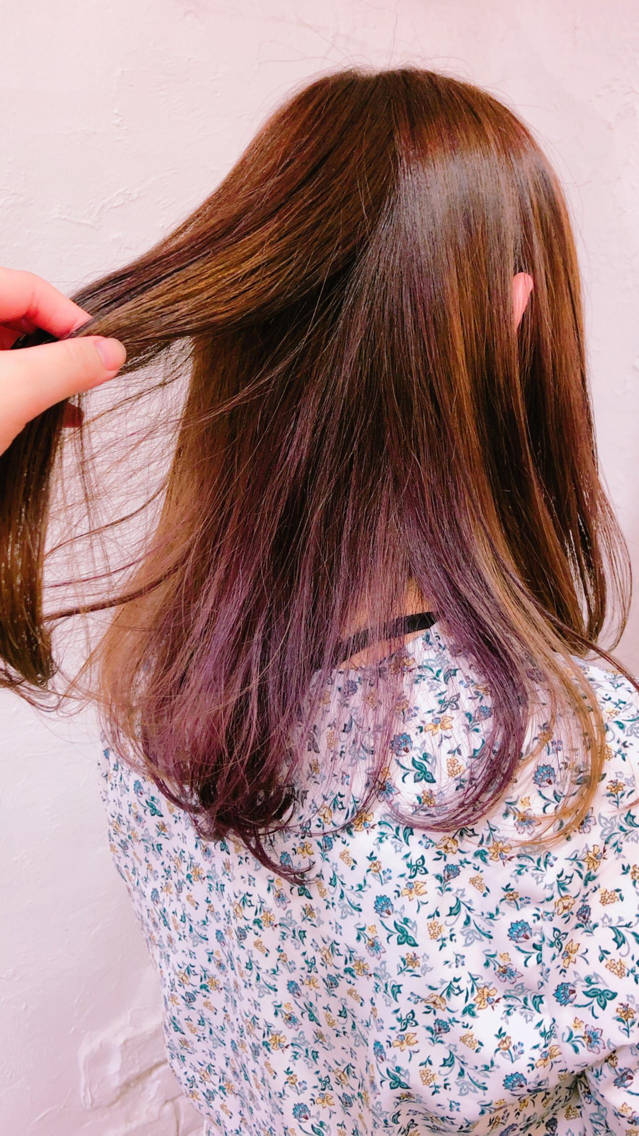カラーバター 透明感カラー セミロング インナーカラーパープル ヘアスタイルや髪型の写真・画像