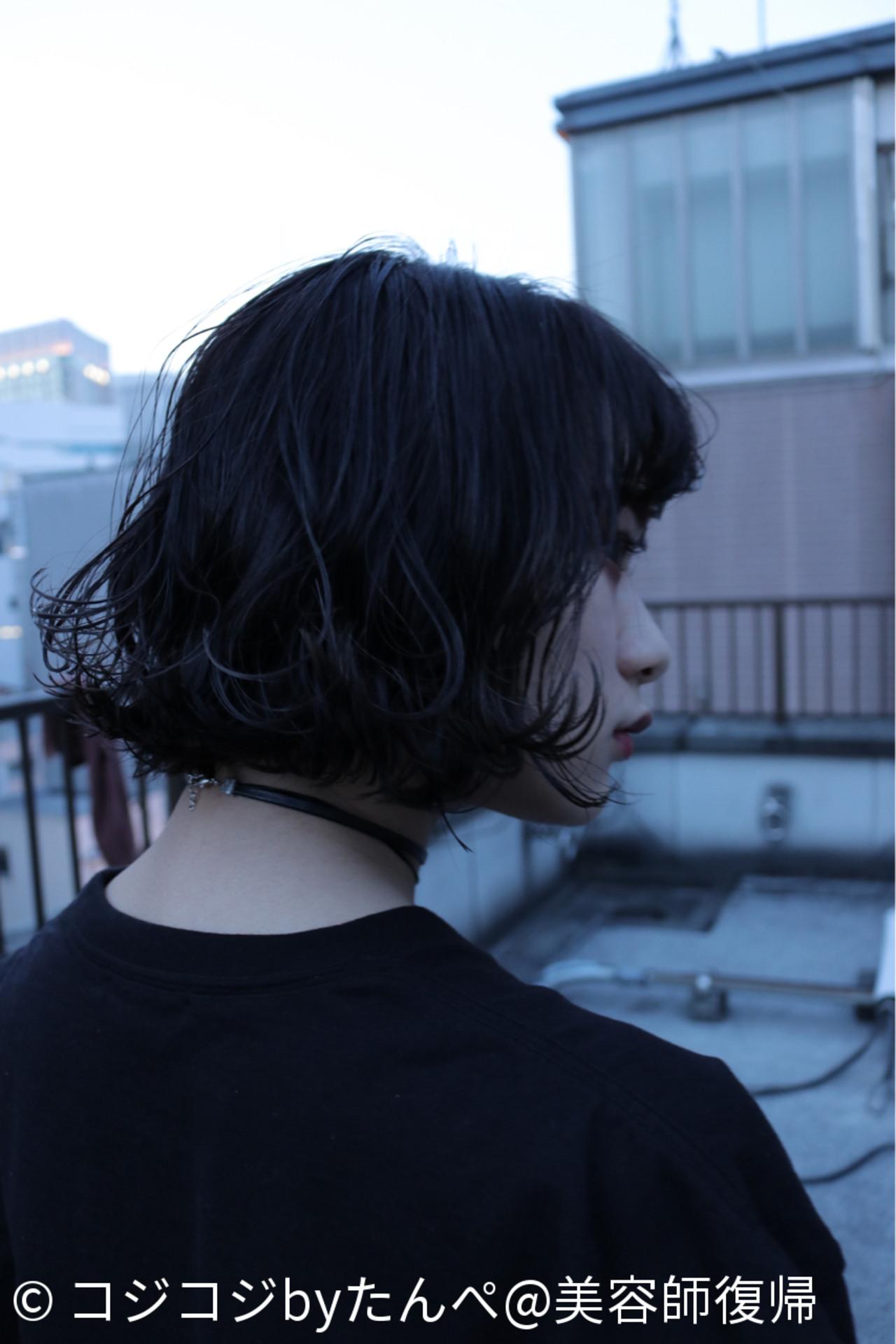 ウェットヘア 黒髪 ストリート アンニュイ ヘアスタイルや髪型の写真・画像