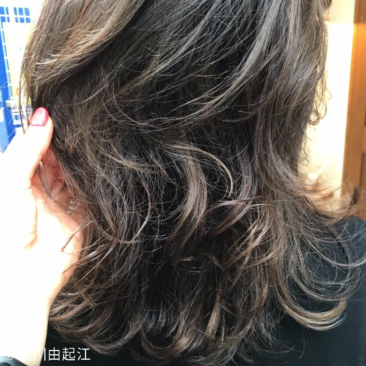 デート ミディアム ハイライト ナチュラル ヘアスタイルや髪型の写真・画像