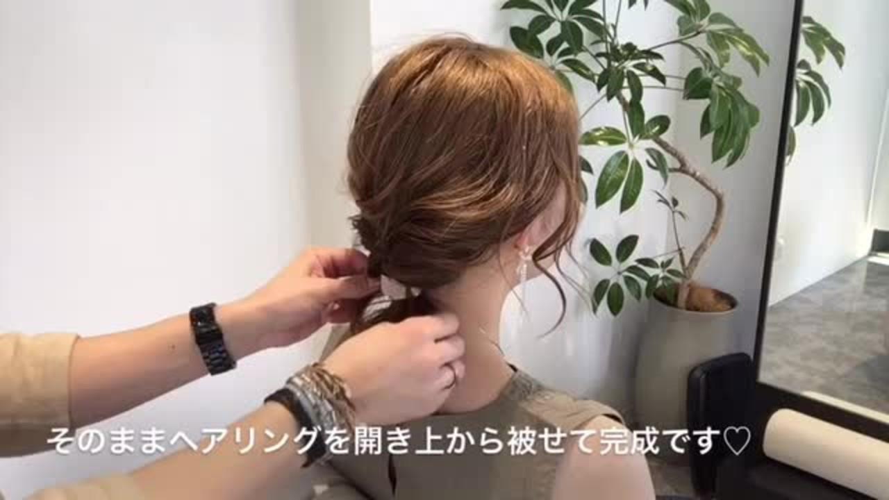 その③ 4/21本日の最新髪飾り♡ヘアリング(hair cuff)を使ったくるりんぱの解説付き動画です(*^▽^*) ・ ・ ゴムと一体型なので外れたりしません!ゴム後も隠せるし、ただ結ぶだけでも全然違いますのでオススメします‼️#Amoute#アムティ#ヘッドアクセ#簡単#可愛い#動画