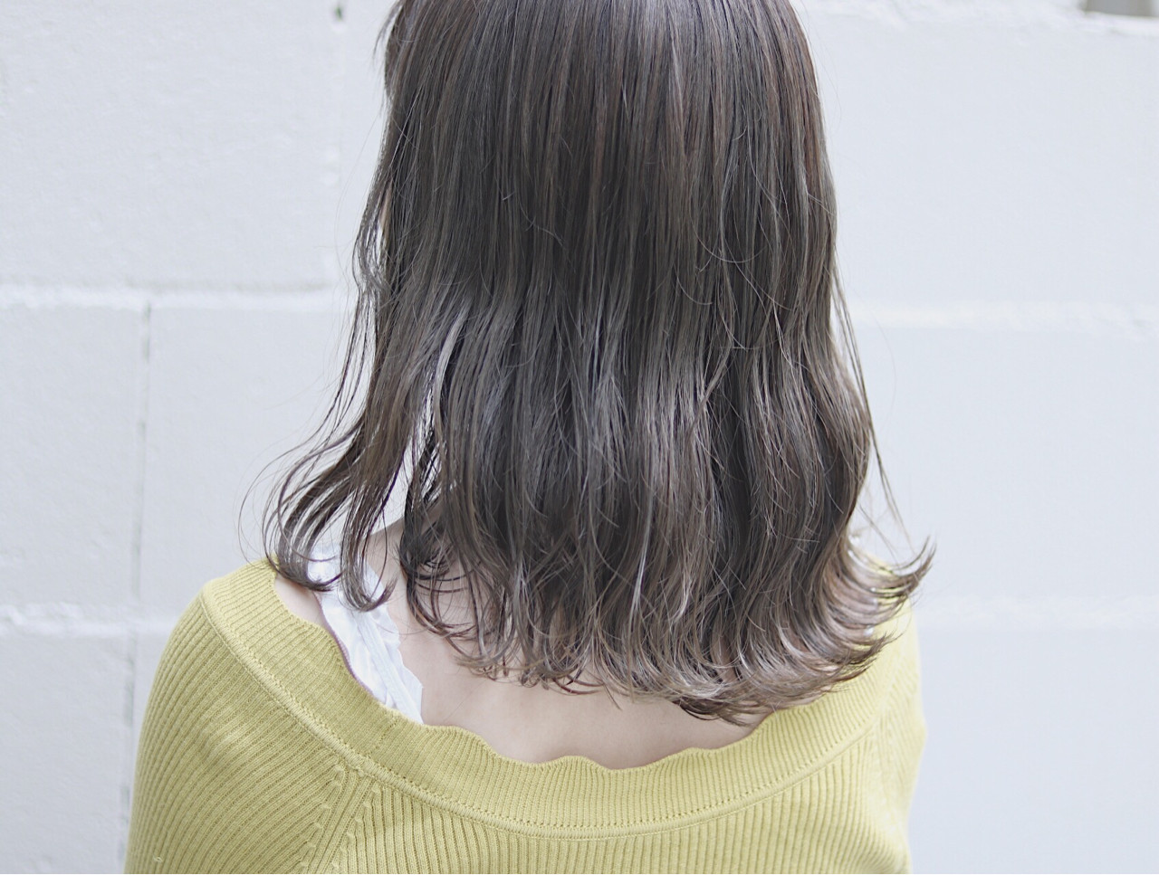 ナチュラル 切りっぱなし ミディアム イルミナカラー ヘアスタイルや髪型の写真・画像