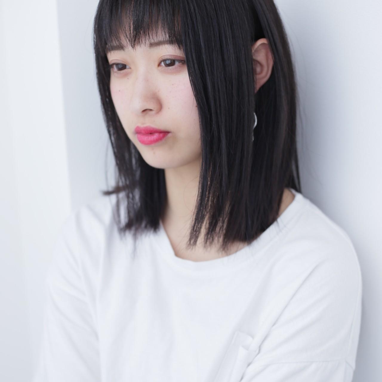 スモーキーカラー ストレート エアーストレート ダークトーン ヘアスタイルや髪型の写真・画像
