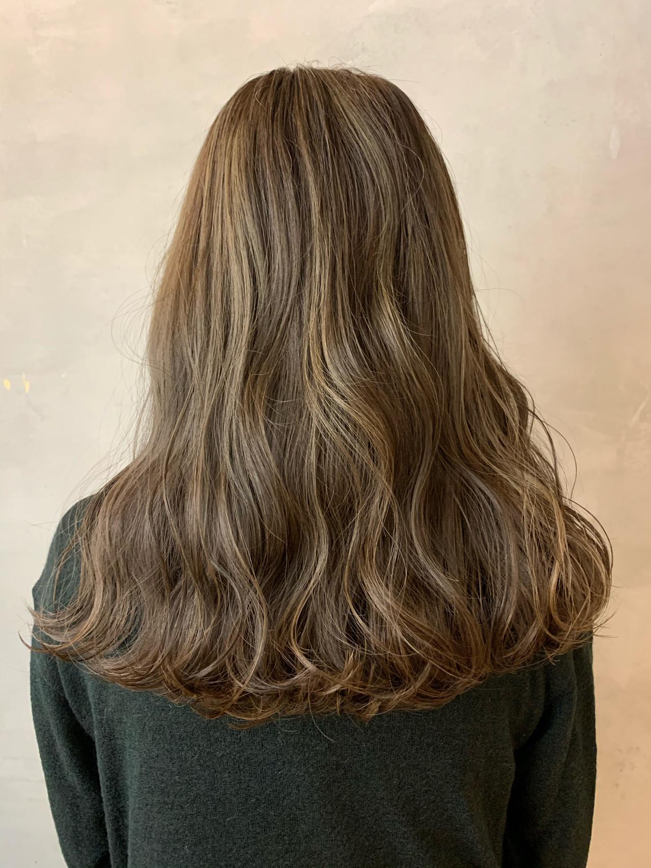 ミルクティーベージュ アッシュベージュ アンニュイほつれヘア シアーベージュ ヘアスタイルや髪型の写真・画像   miya/@1031miya / フリーランス(XENA)