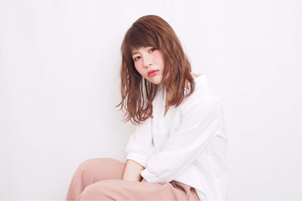 アンニュイ ウェーブ 雨の日 ニュアンス ヘアスタイルや髪型の写真・画像 | 穂乃花 /