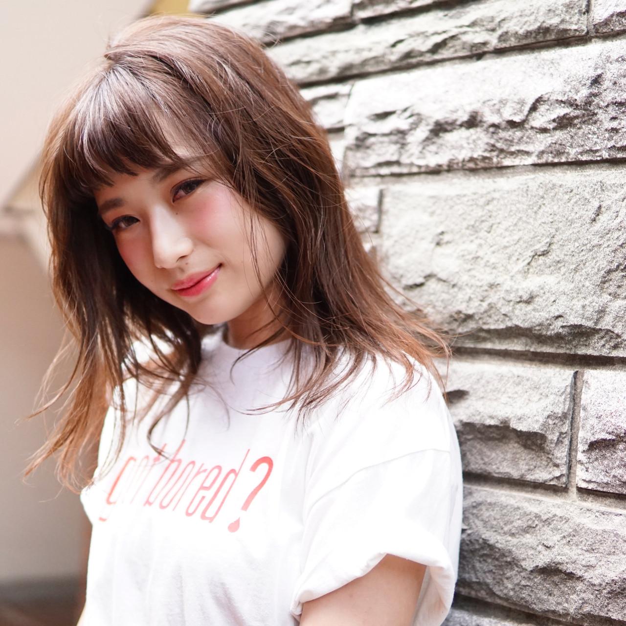 色気 リラックス ミディアム アウトドア ヘアスタイルや髪型の写真・画像