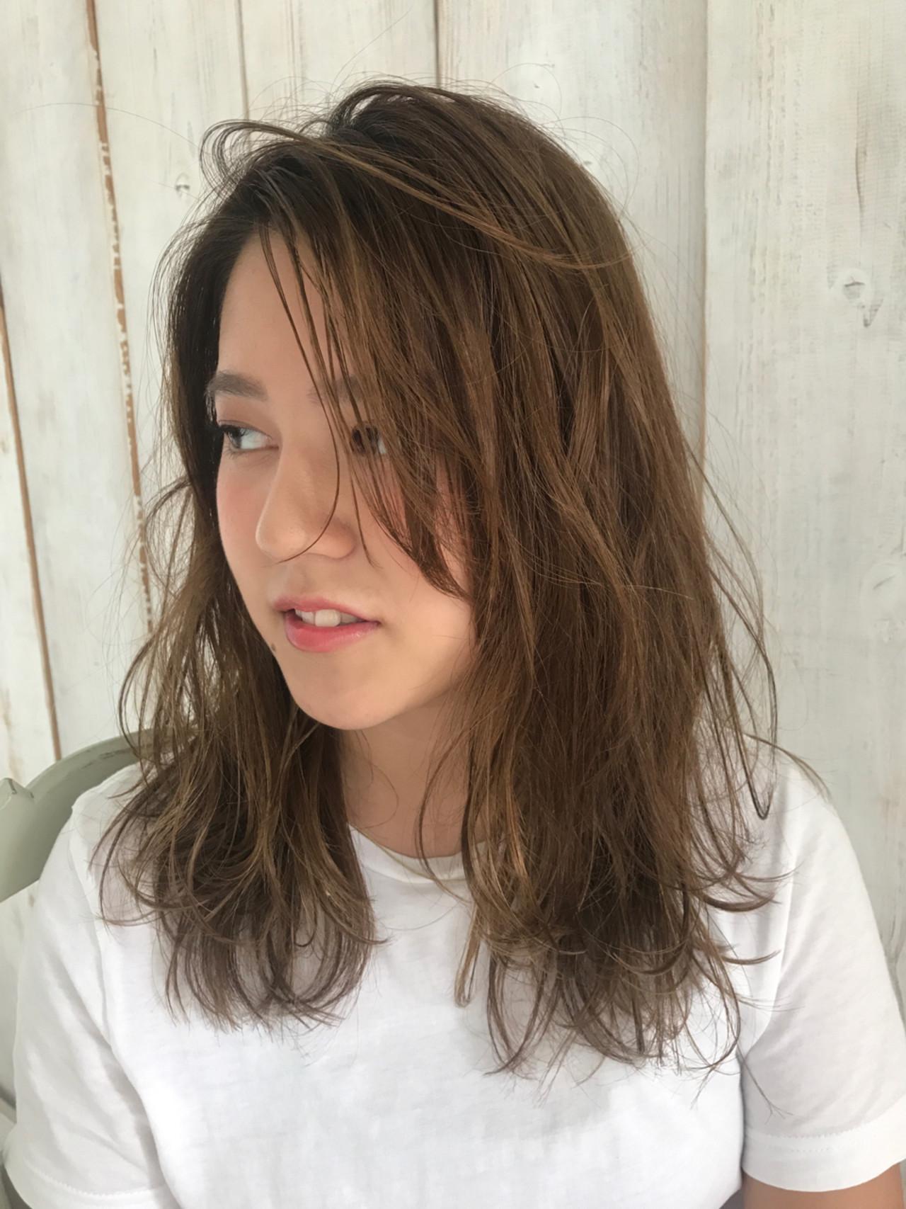 ナチュラル リラックス アンニュイ セミロング ヘアスタイルや髪型の写真・画像 | Tierra / 町田雄一 / Tierra harajuku
