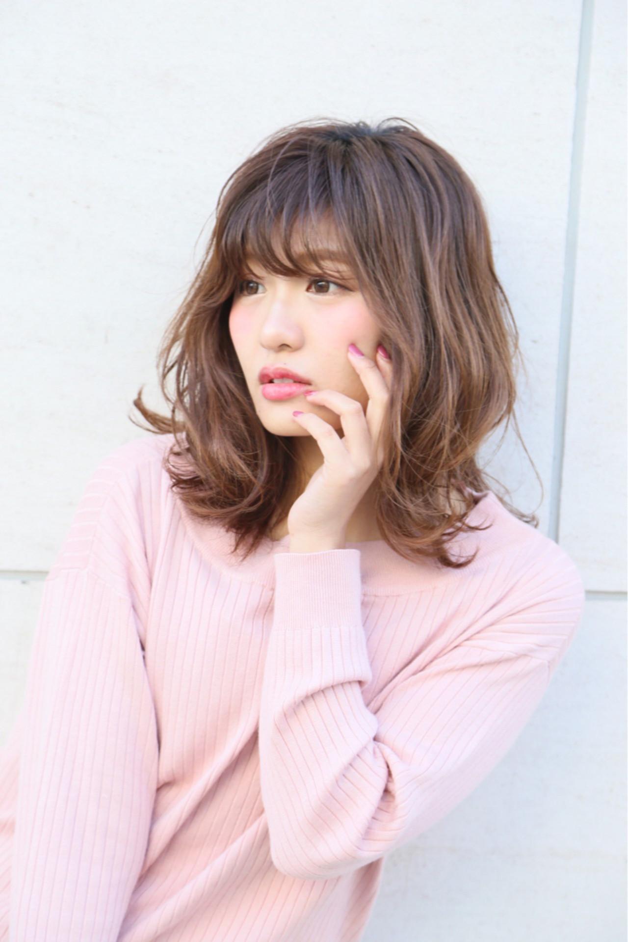 ミルクティー ガーリー ハイライト アッシュベージュ ヘアスタイルや髪型の写真・画像   Mayu / a