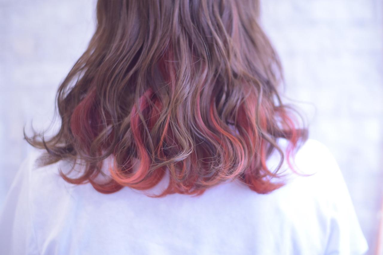 ミディアム インナーカラー インナーカラーオレンジ デート ヘアスタイルや髪型の写真・画像